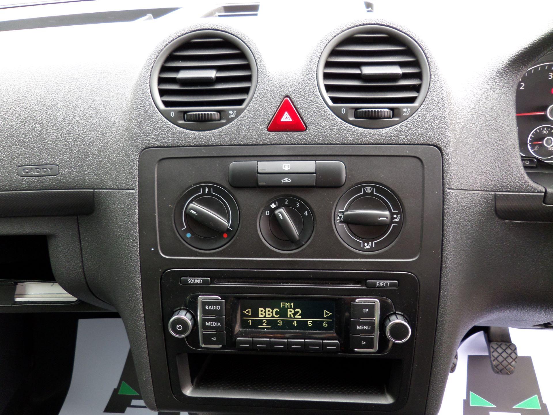 2015 Volkswagen Caddy 1.6 Tdi 102Ps Startline Van Euro 5 (GJ65WJM) Image 3