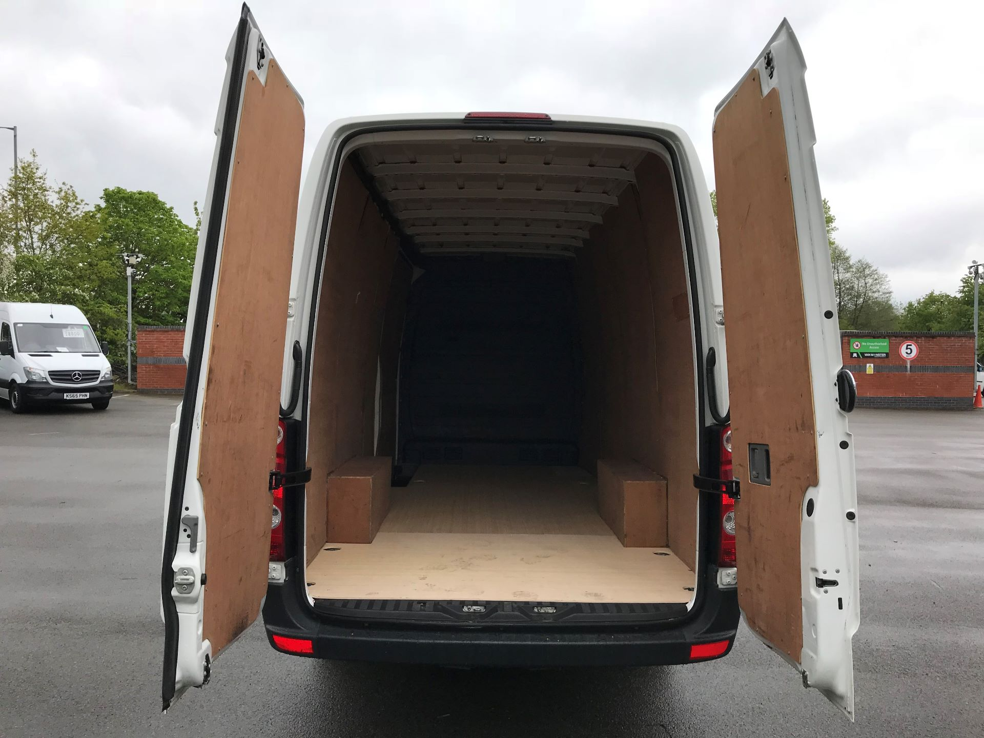 2016 Volkswagen Crafter  CR35 LWB 2.0 TDI 136PS HIGH ROOF EURO 5 (GJ66OUC) Image 9