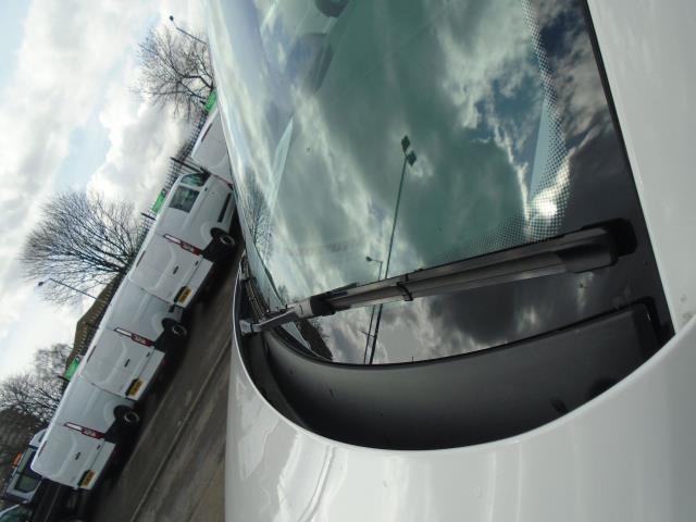 2016 Volkswagen Transporter T28 SWB DIESEL 2.0 TDI BMT 102 STARTLINE VAN EURO 5 (GJ66YFB) Image 17