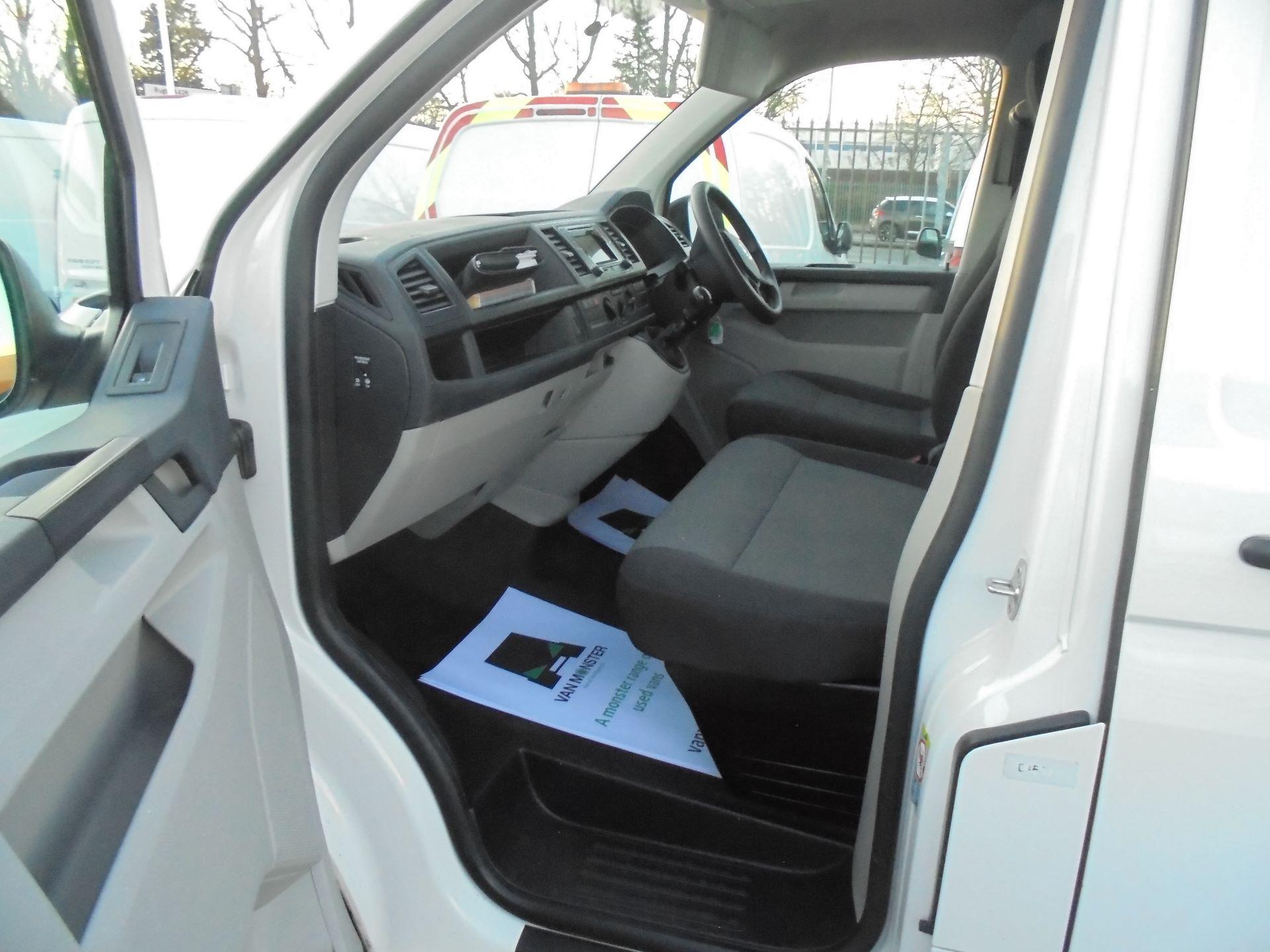 2017 Volkswagen Transporter T28 SWB 2.0 TDI 102PS EURO 6 (GJ67CPN) Image 13