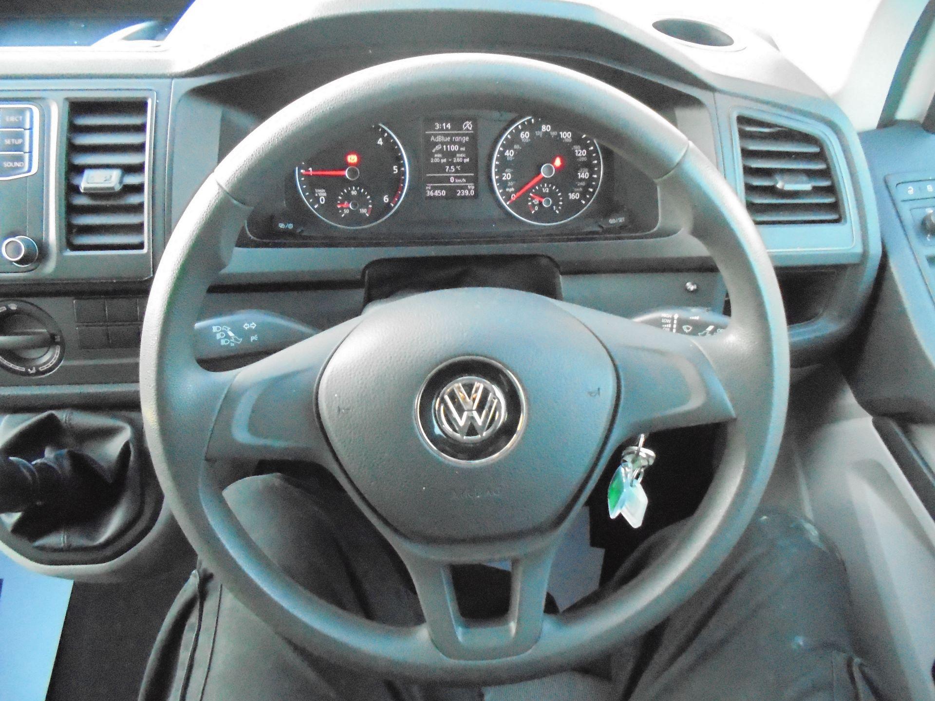 2017 Volkswagen Transporter T28 SWB 2.0 TDI 102PS EURO 6 (GJ67CPN) Image 16