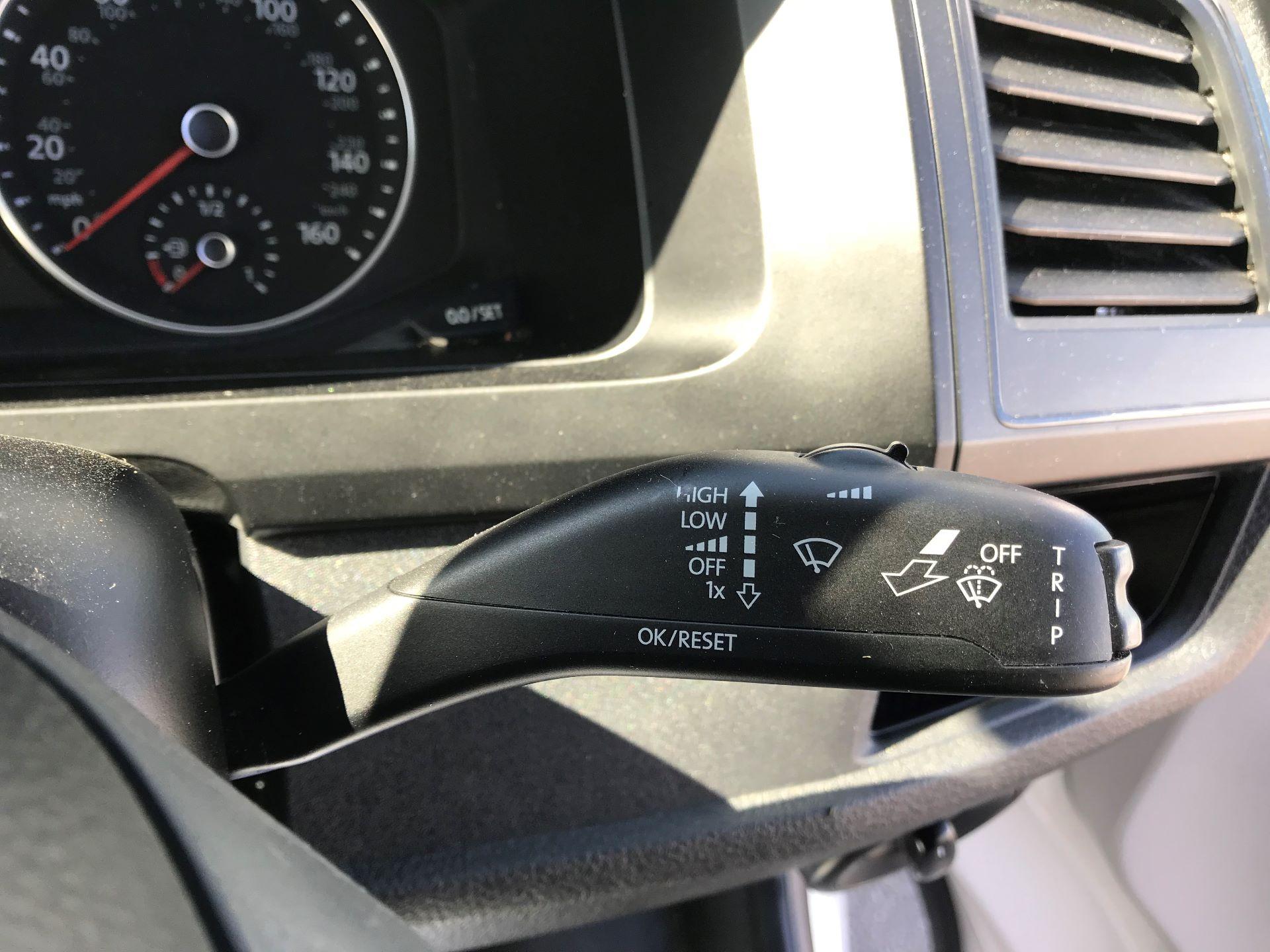 2017 Volkswagen Transporter  2.0  102PST28 S-LINE TDI BMT EURO 6  (GJ67CVL) Image 24
