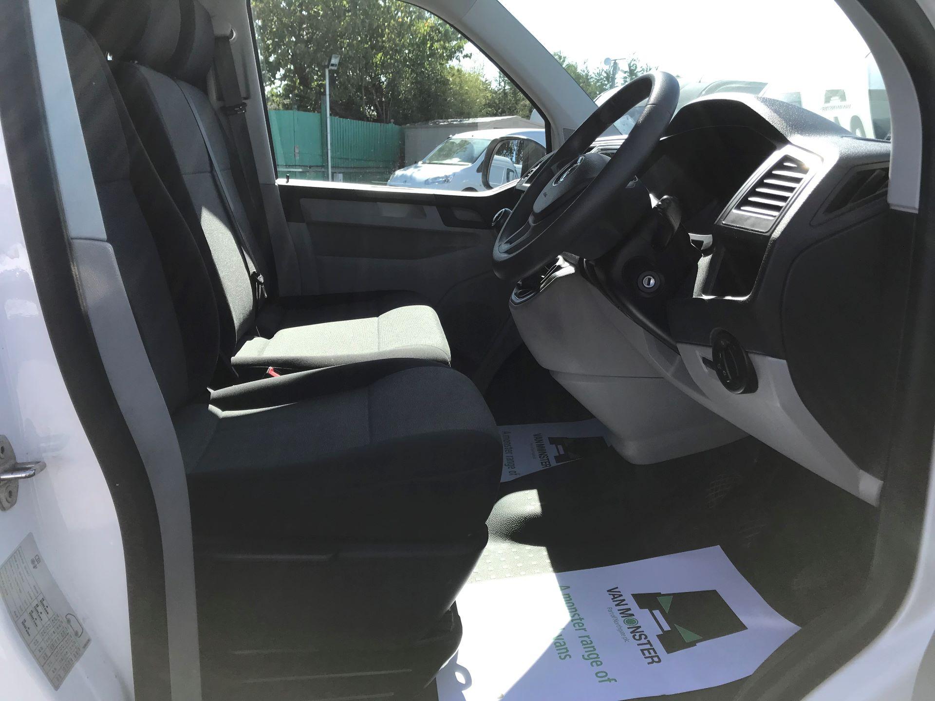 2017 Volkswagen Transporter  2.0  102PST28 S-LINE TDI BMT EURO 6  (GJ67CVL) Image 20