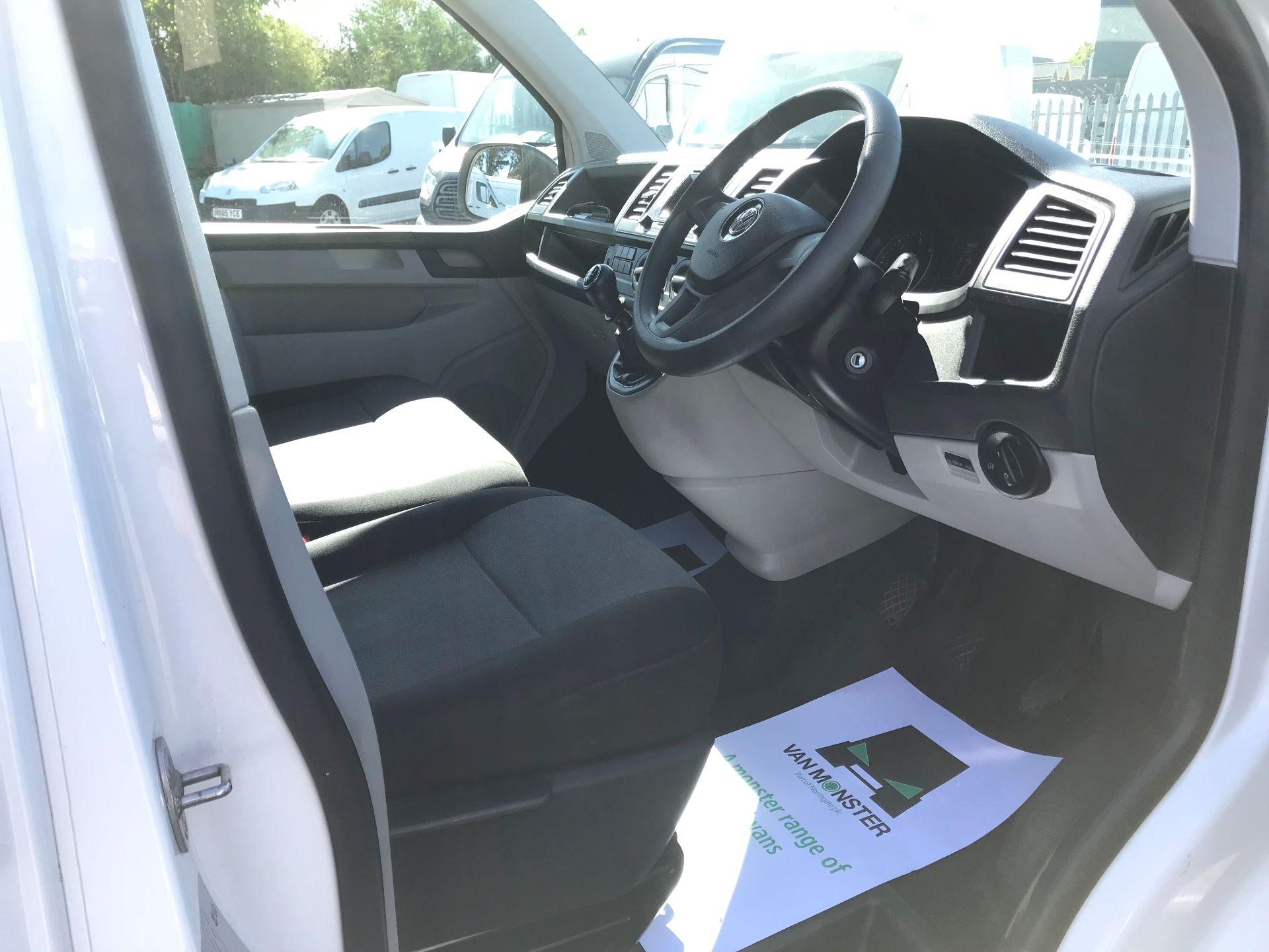 2017 Volkswagen Transporter  2.0  102PST28 S-LINE TDI BMT EURO 6  (GJ67CVL) Image 19