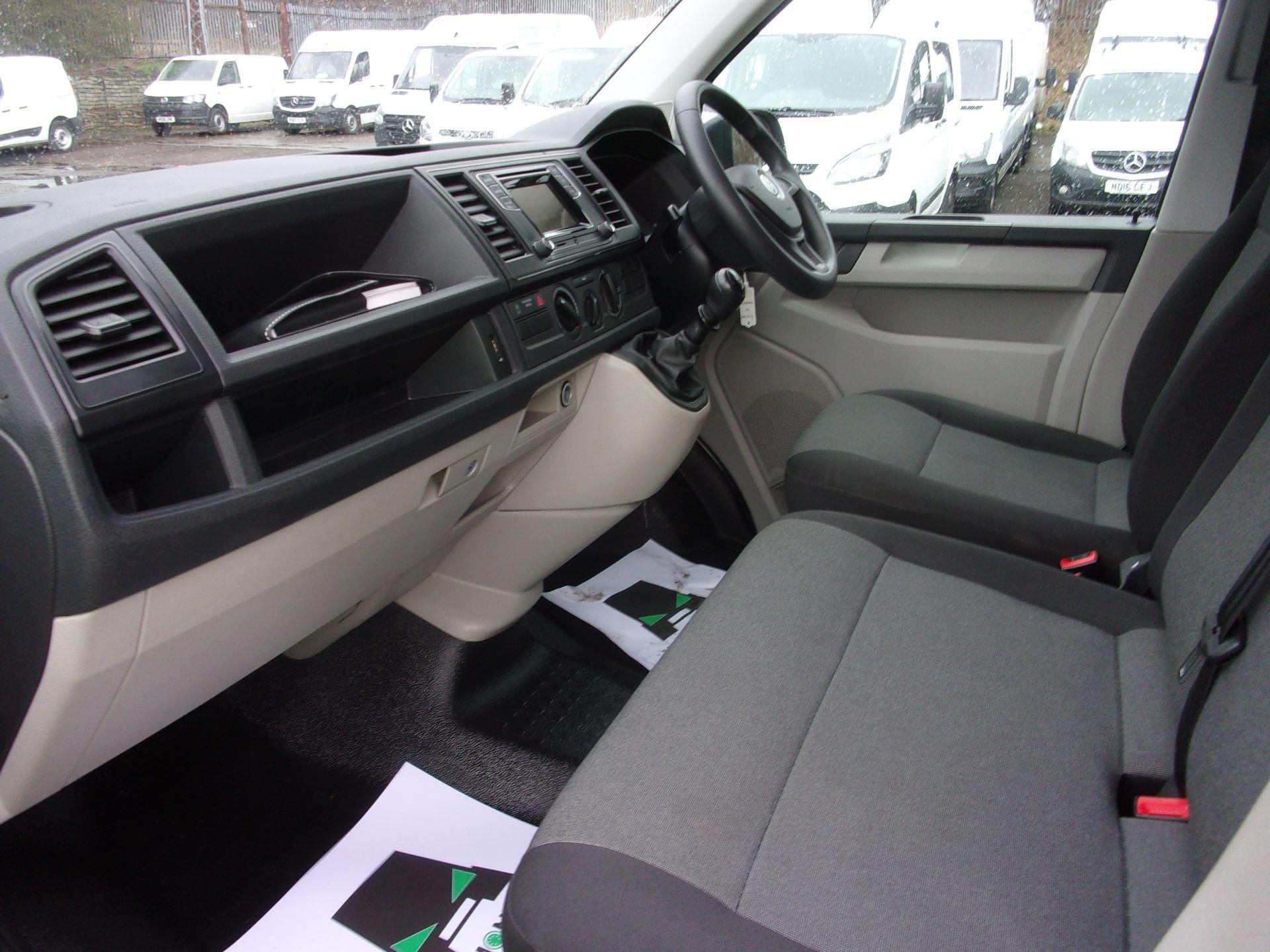 2017 Volkswagen Transporter T28 SWB DIESEL 2.0 TDI 84PS BMT STARTLINE VAN EURO 6 (GJ67FMG) Image 13