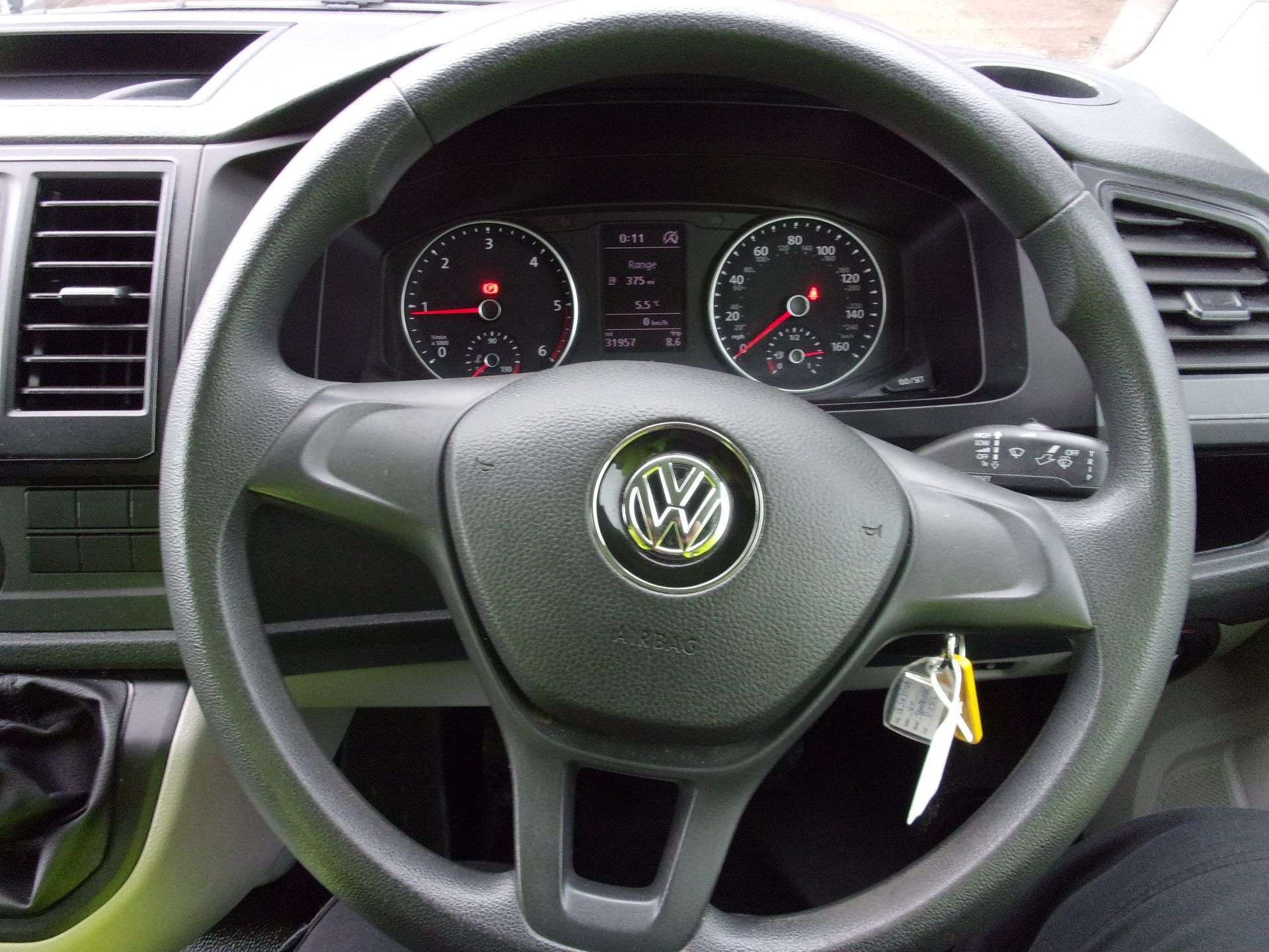 2017 Volkswagen Transporter T28 SWB DIESEL 2.0 TDI 84PS BMT STARTLINE VAN EURO 6 (GJ67FMG) Image 5