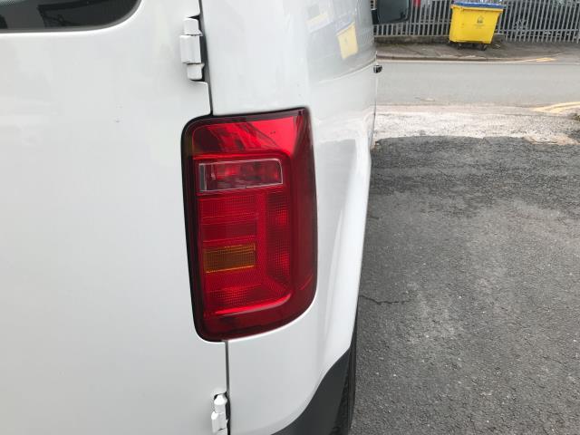 2017 Volkswagen Caddy 2.0TDI BLUEMOTION TECH 102PS STARTLINE EURO 6 (GJ67FNY) Image 32