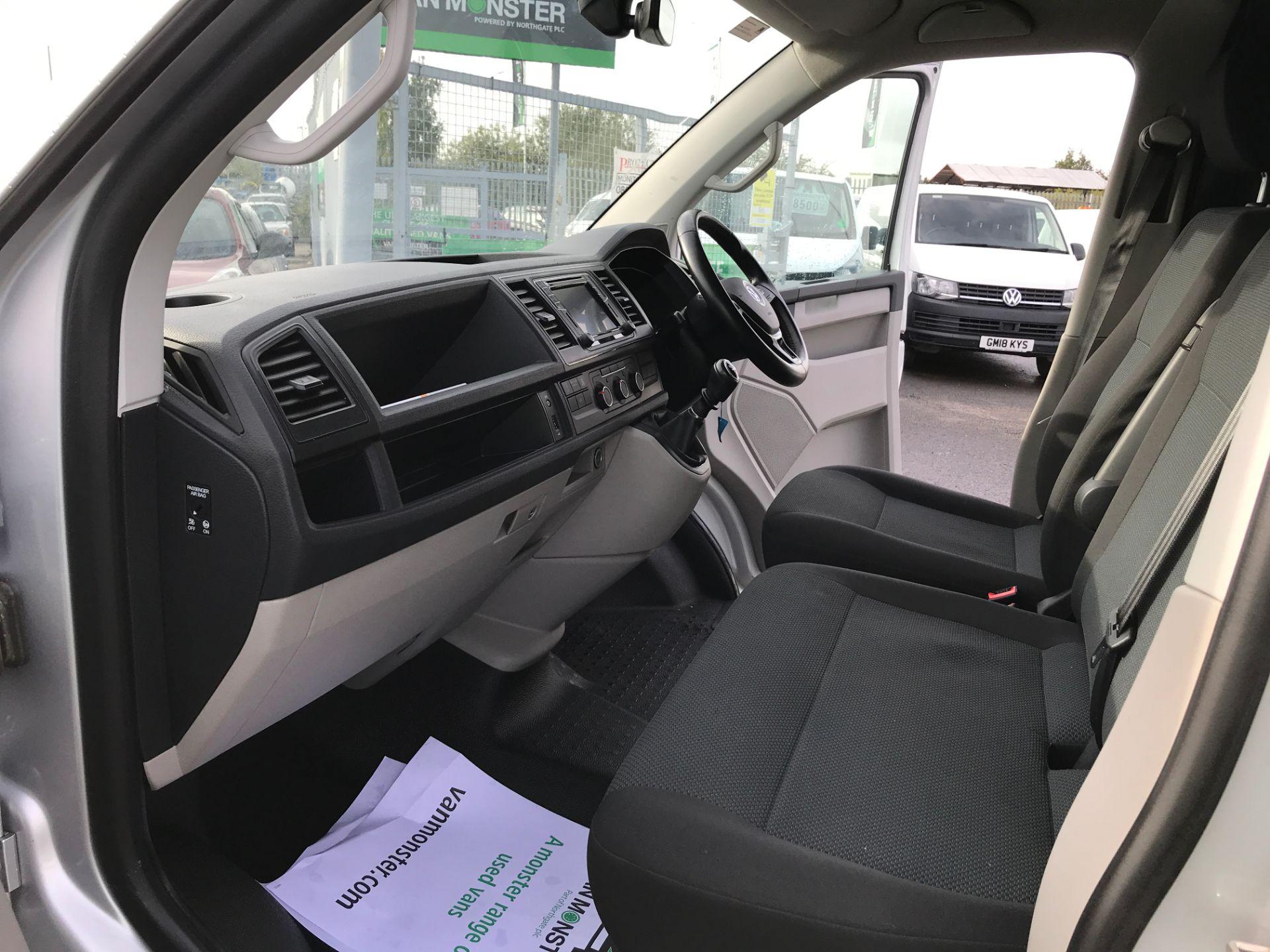 2017 Volkswagen Transporter  T28 T6 SWB 2.0TDI BMT 102PS HIGHLINE EURO 6  (GJ67NFT) Image 11