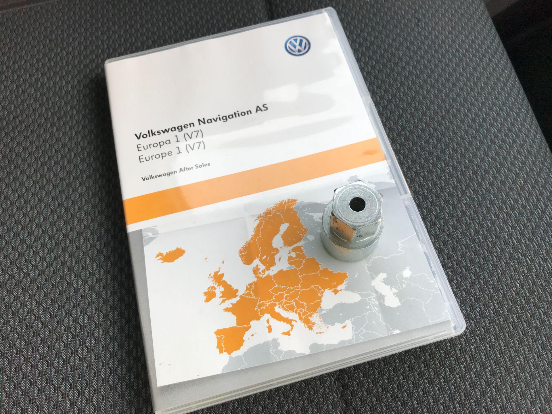 2017 Volkswagen Transporter  T28 T6 SWB 2.0TDI BMT 102PS HIGHLINE EURO 6  (GJ67NFT) Image 25