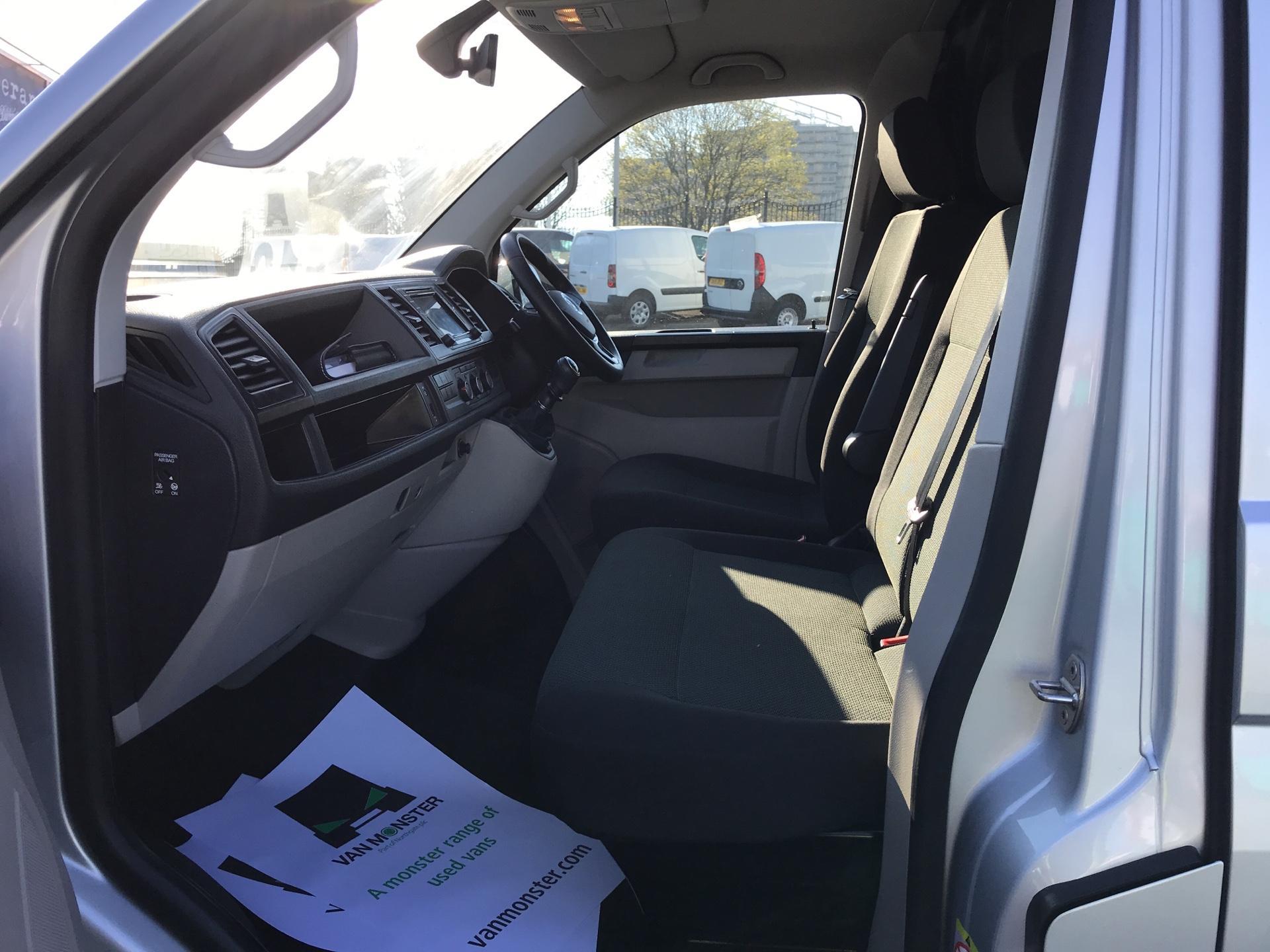 2017 Volkswagen Transporter 2.0 Tdi Bmt 102 Highline Van Euro 6  Sat/nav A/C (GJ67NHK) Image 14