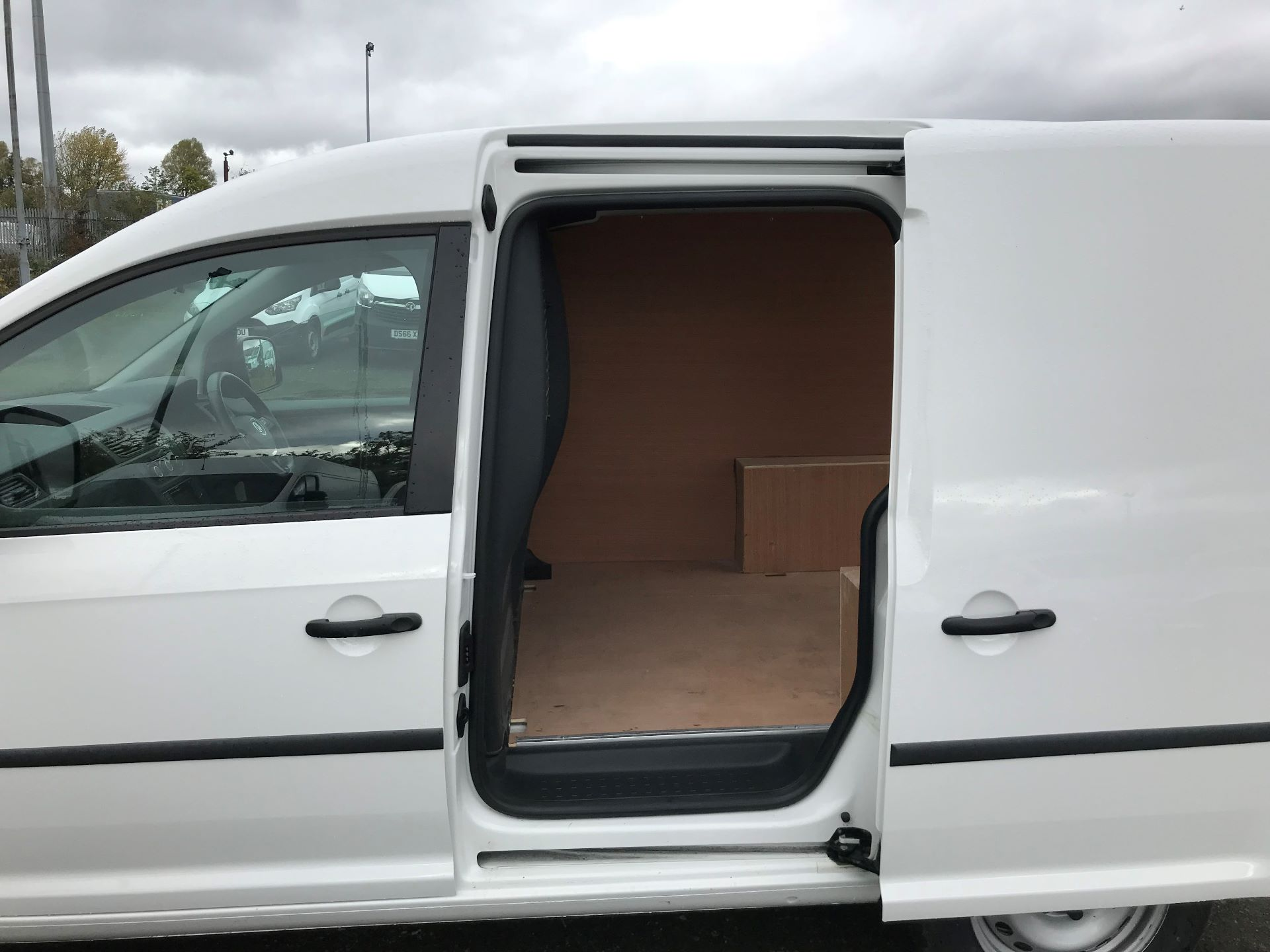 2017 Volkswagen Caddy 2.0 Tdi Bluemotion Tech 102Ps Startline Van (GJ67NKE) Image 17