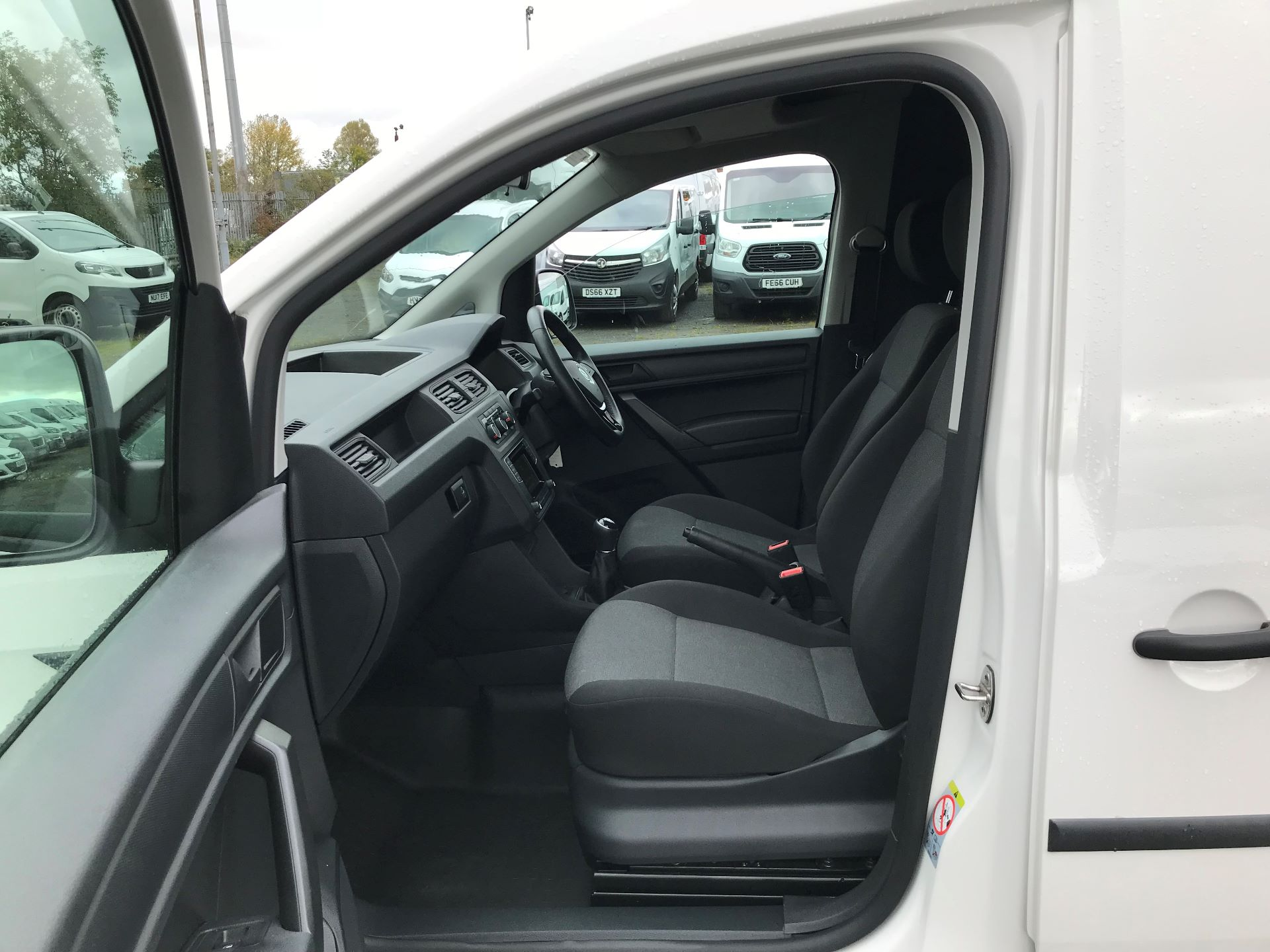 2017 Volkswagen Caddy 2.0 Tdi Bluemotion Tech 102Ps Startline Van (GJ67NKE) Image 12