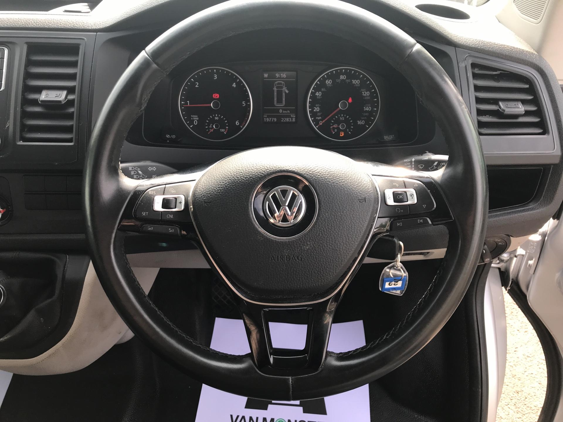2017 Volkswagen Transporter  T28 SWB DIESEL 2.0 TDI BMT 102 HIGHLINE VAN EURO 6  (GJ67UDG) Image 12