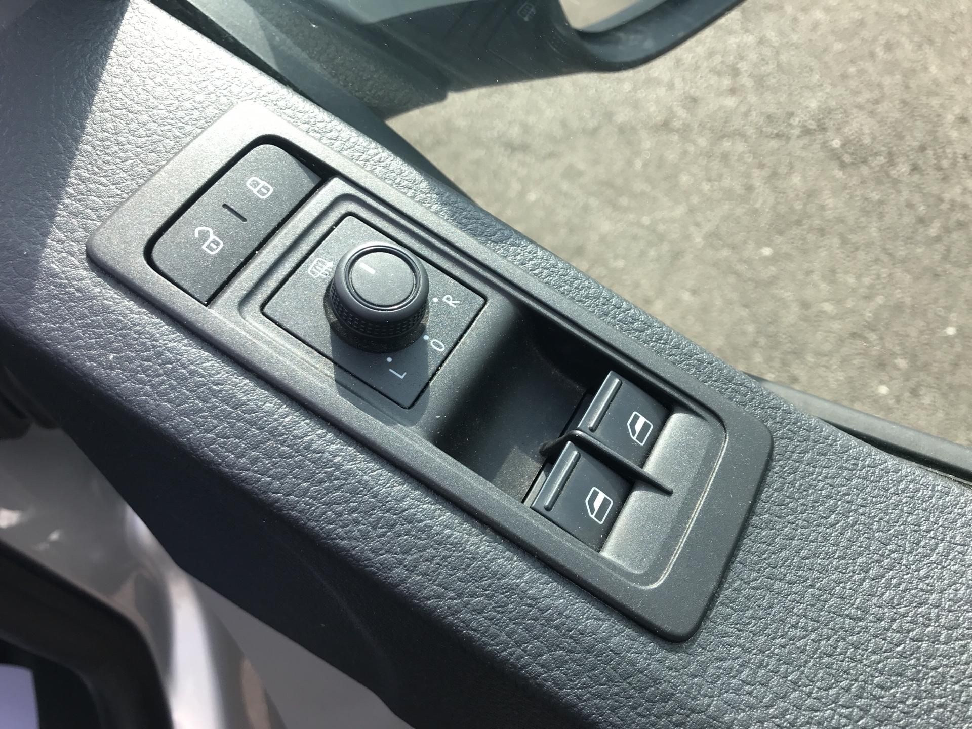 2017 Volkswagen Transporter  T28 SWB DIESEL 2.0 TDI BMT 102 HIGHLINE VAN EURO 6  (GJ67UDG) Image 15