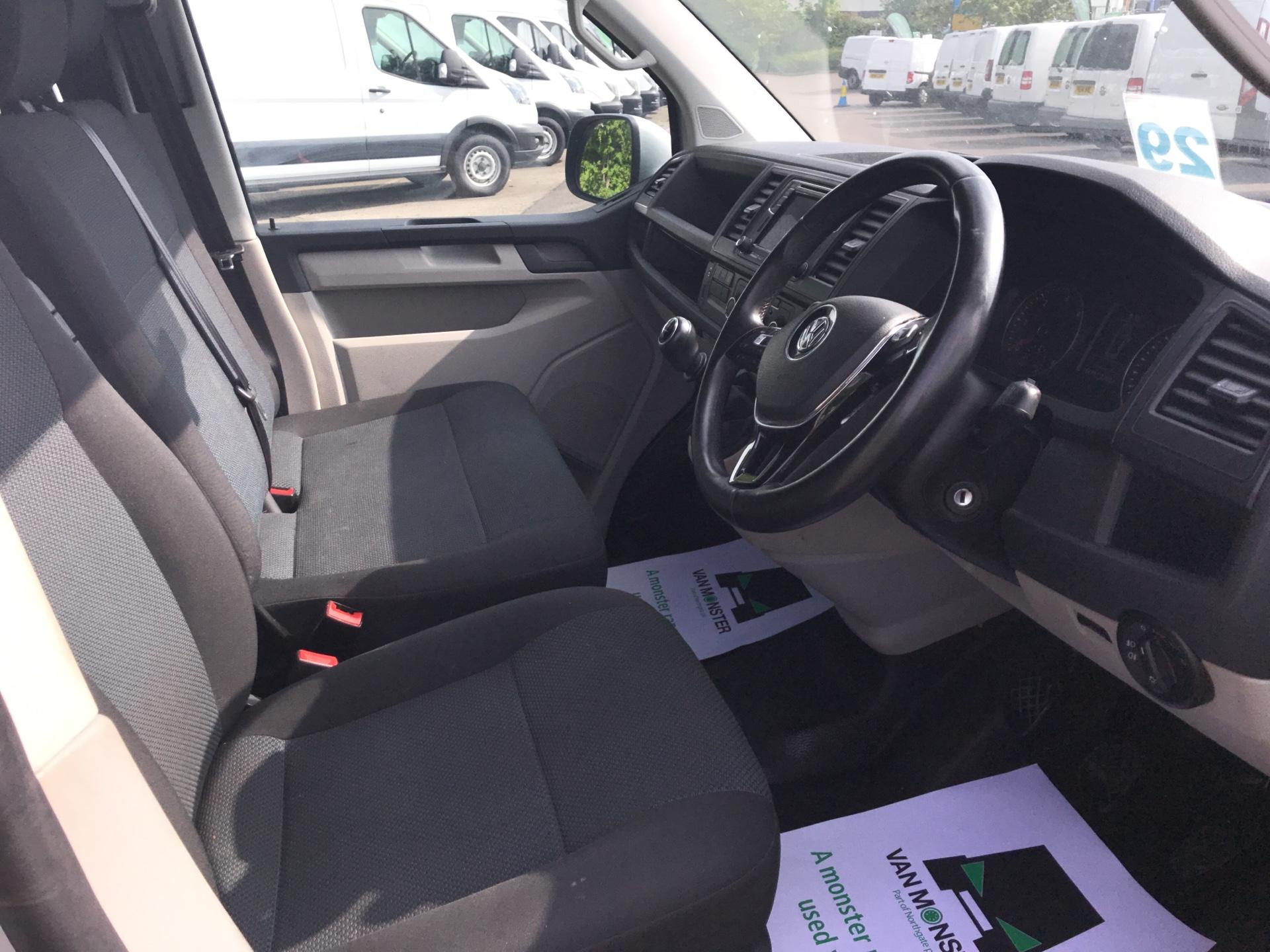 2017 Volkswagen Transporter  T28 SWB DIESEL 2.0 TDI BMT 102 HIGHLINE VAN EURO 6  (GJ67UDG) Image 9