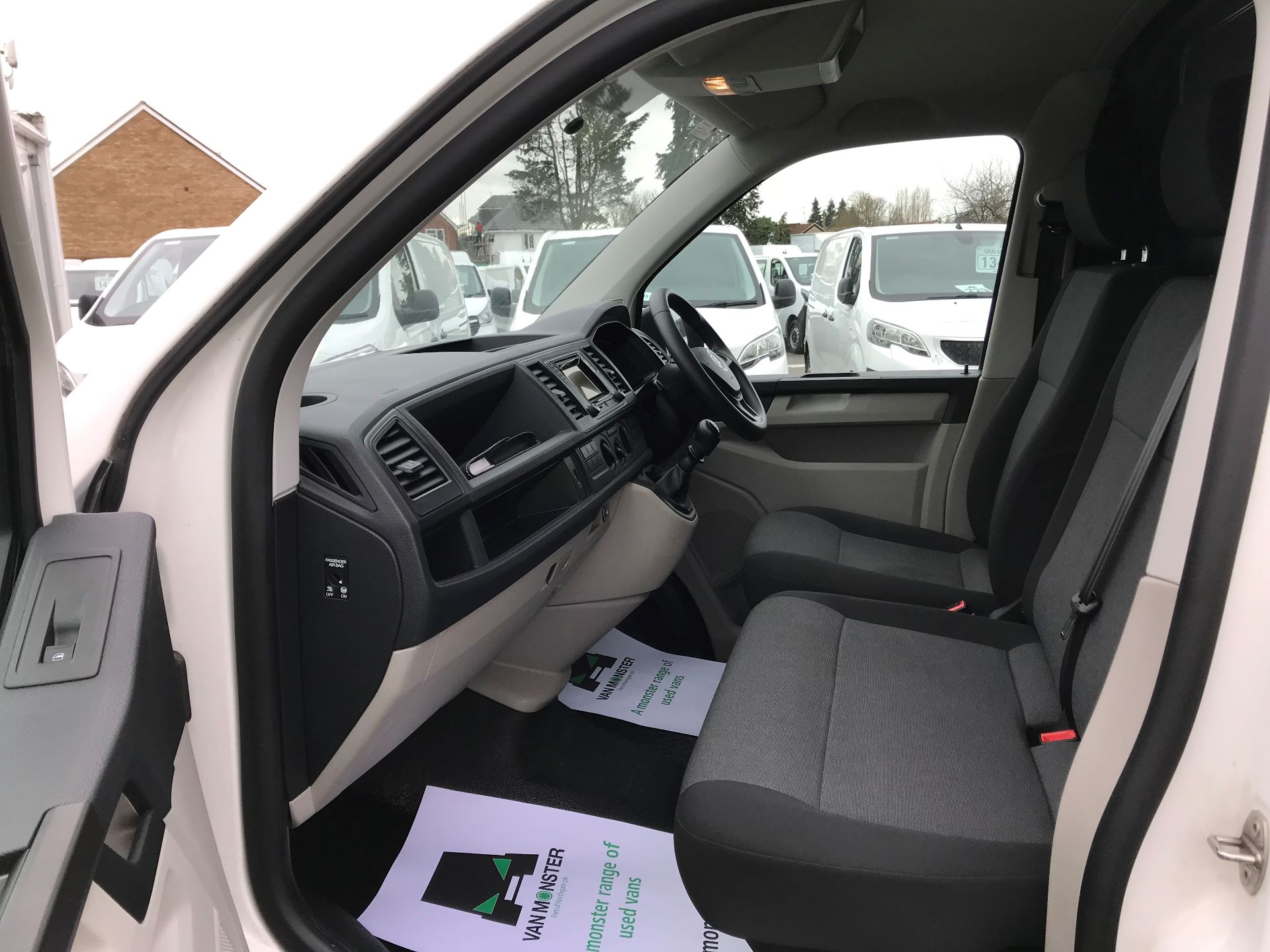 2017 Volkswagen Transporter  2.0  102PS T28 S-LINE TDI BMT EURO 6  (GJ67UEY) Image 19
