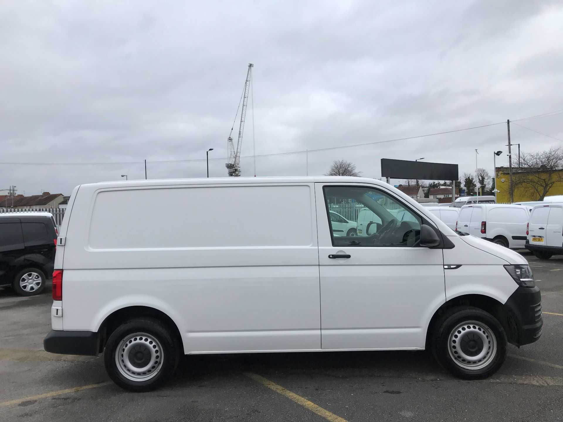 2017 Volkswagen Transporter  2.0  102PS T28 S-LINE TDI BMT EURO 6  (GJ67UEY) Image 8