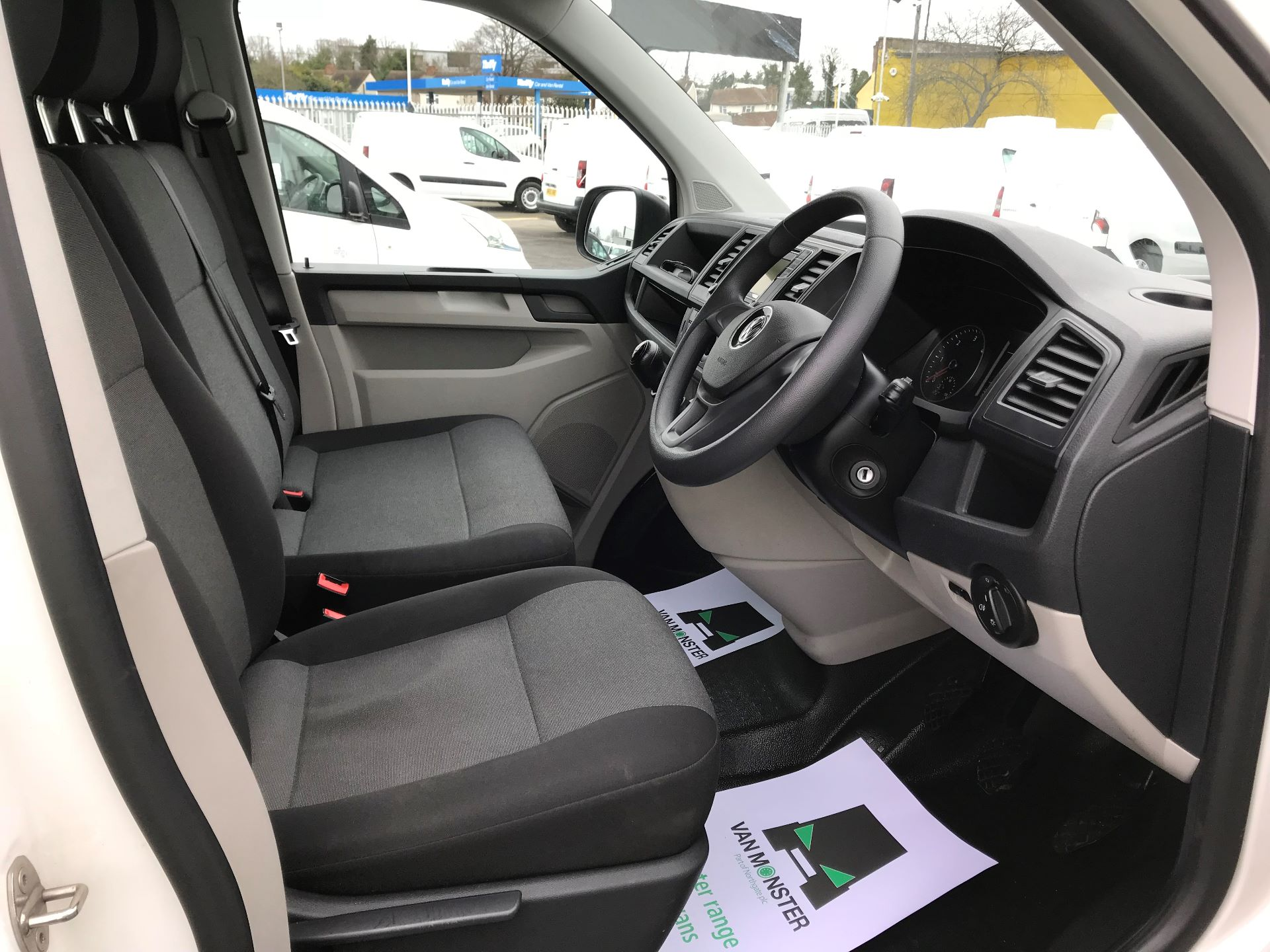 2017 Volkswagen Transporter  2.0  102PS T28 S-LINE TDI BMT EURO 6  (GJ67UEY) Image 21