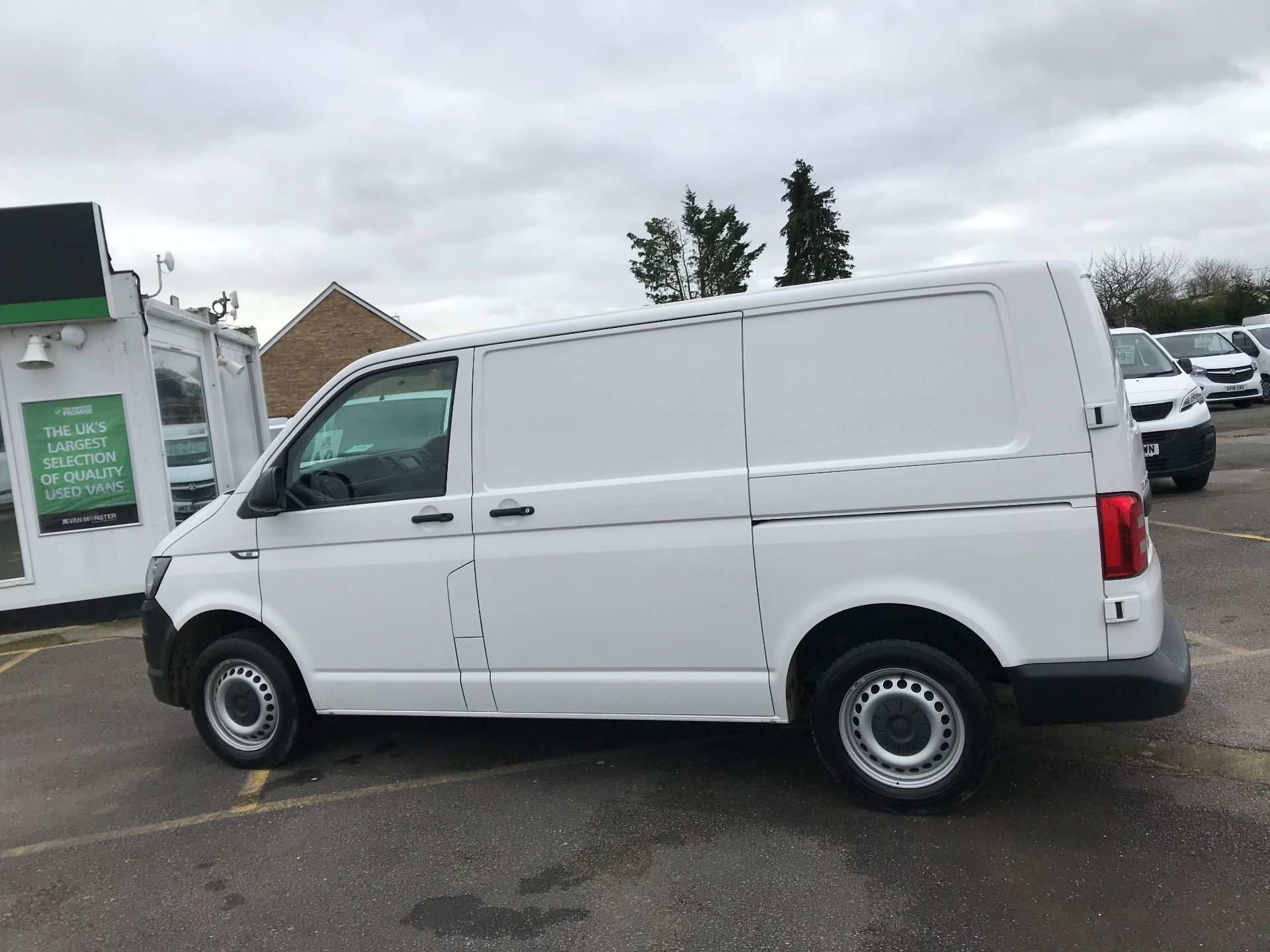 2017 Volkswagen Transporter  2.0  102PS T28 S-LINE TDI BMT EURO 6  (GJ67UEY) Image 9