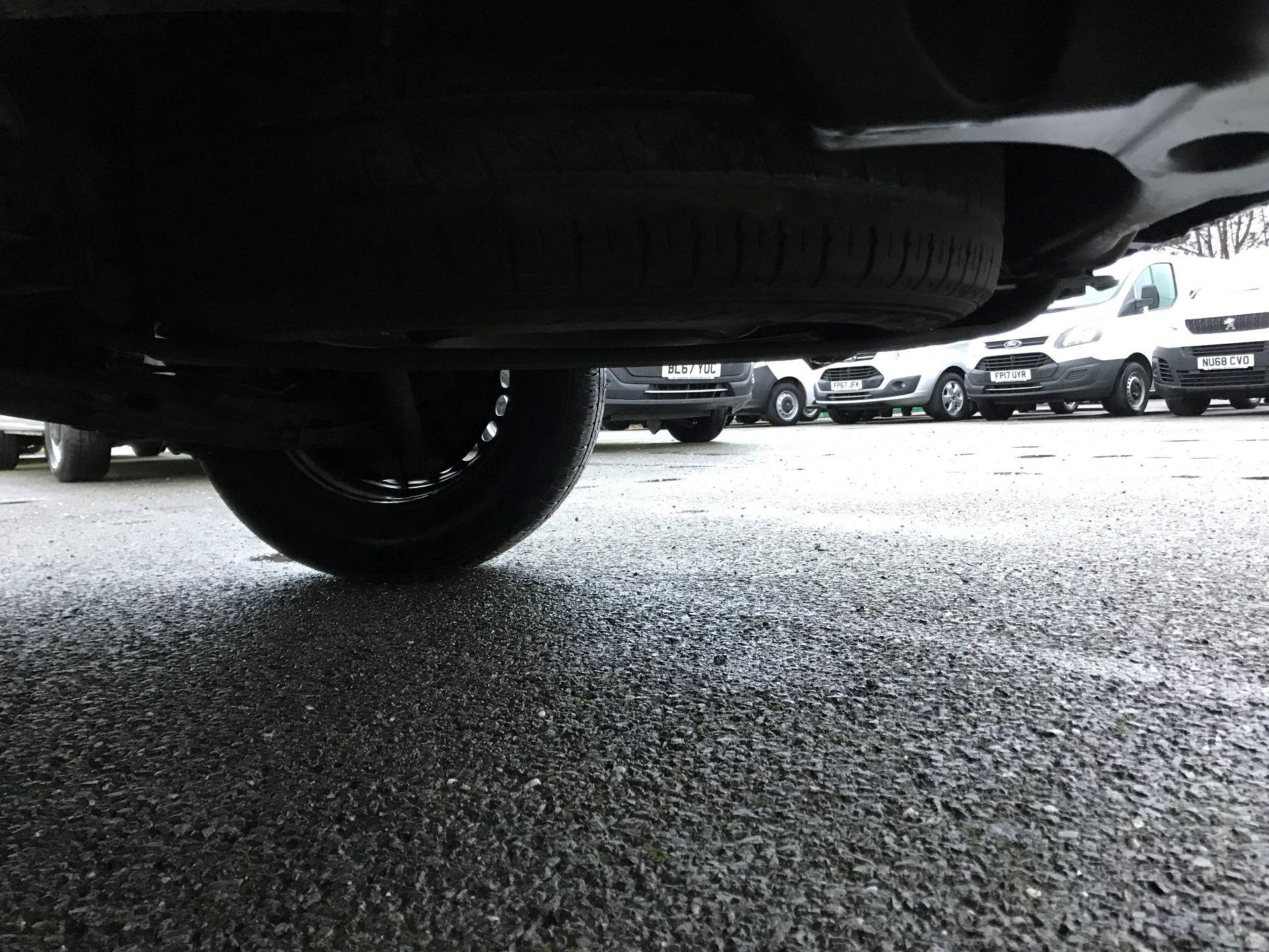 2017 Volkswagen Transporter  2.0  102PS T28 S-LINE TDI BMT EURO 6  (GJ67UFH) Image 18