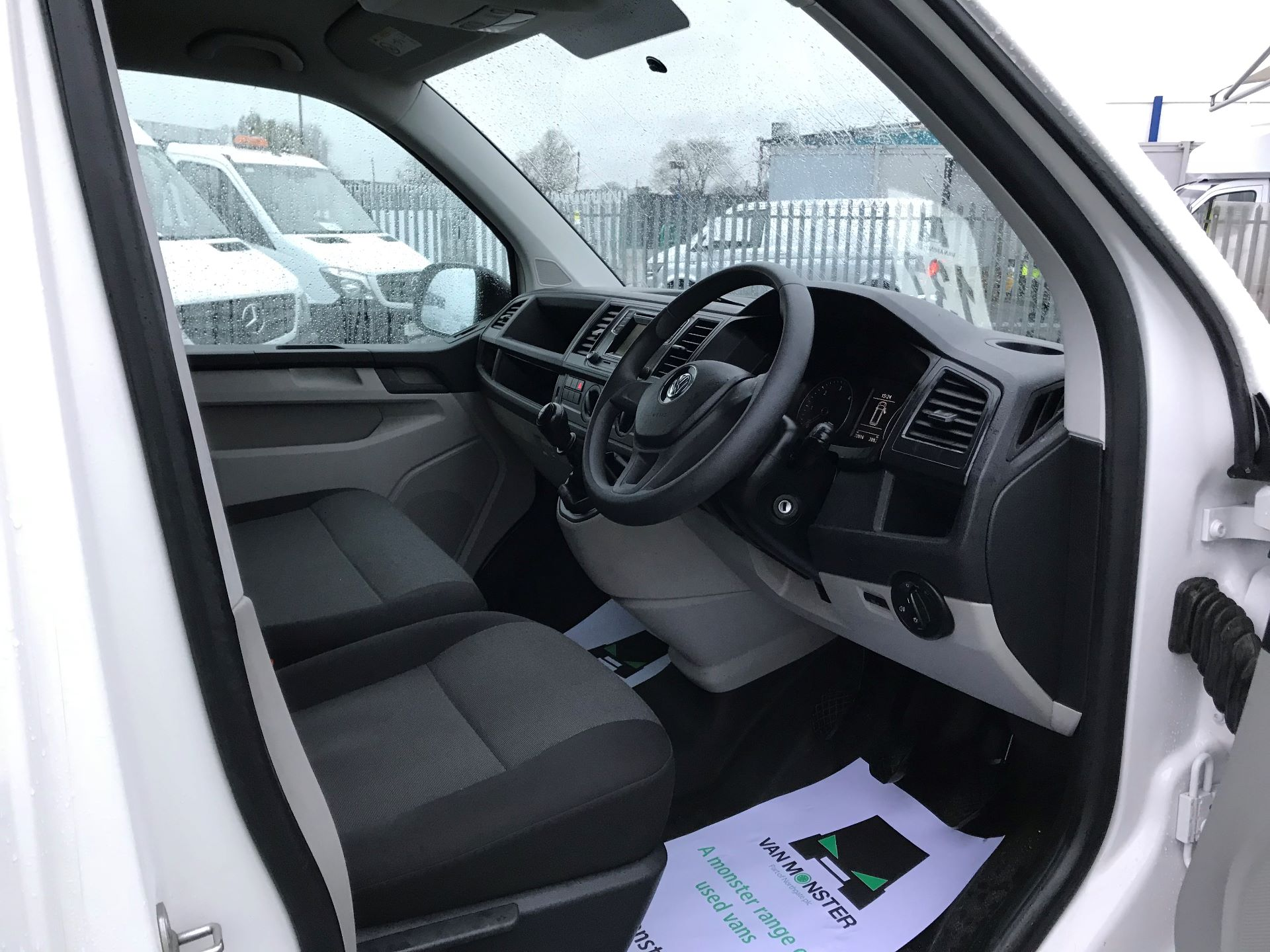 2017 Volkswagen Transporter  2.0  102PS T28 S-LINE TDI BMT EURO 6  (GJ67UFH) Image 20