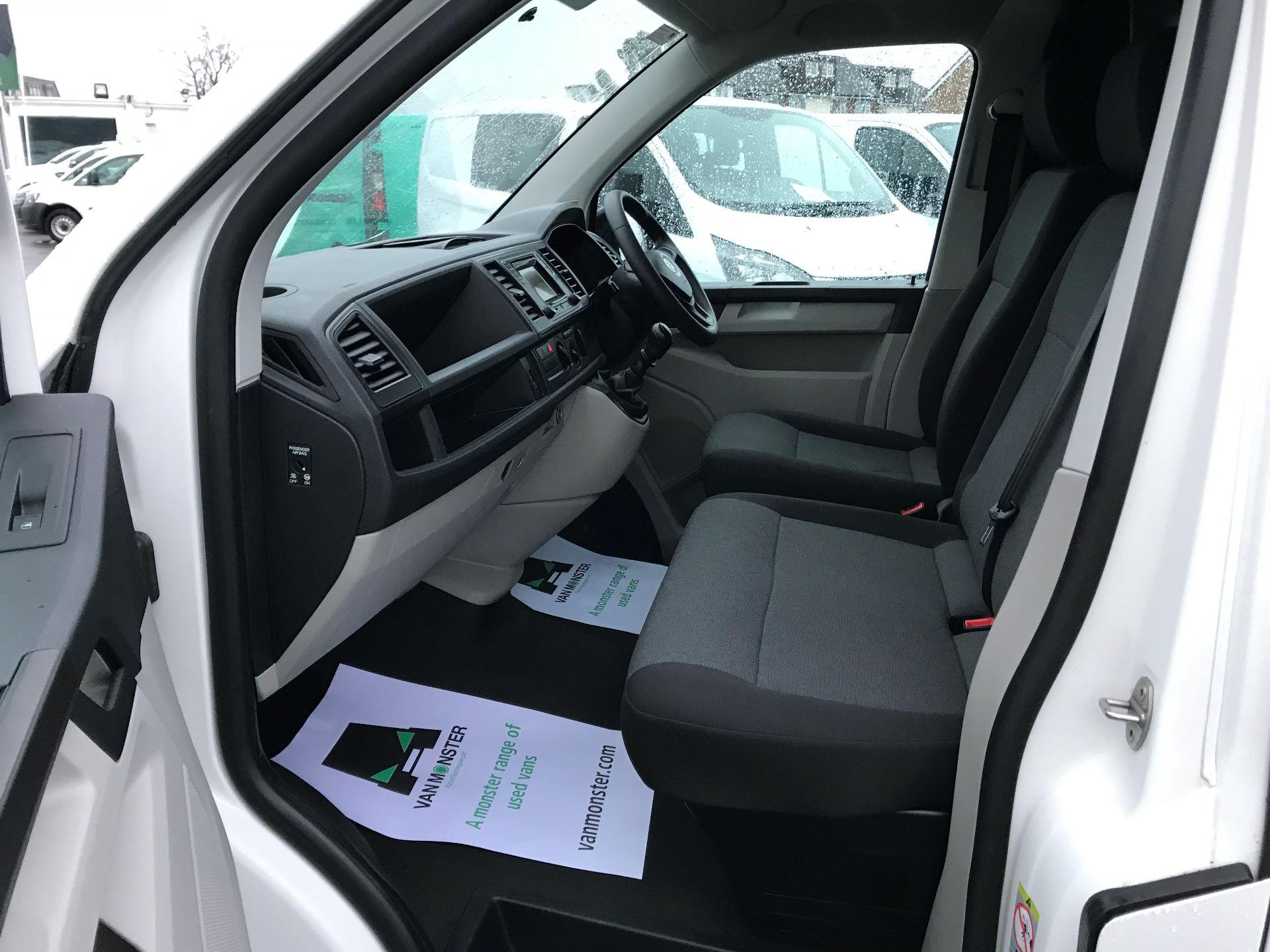 2017 Volkswagen Transporter  2.0  102PS T28 S-LINE TDI BMT EURO 6  (GJ67UFH) Image 19