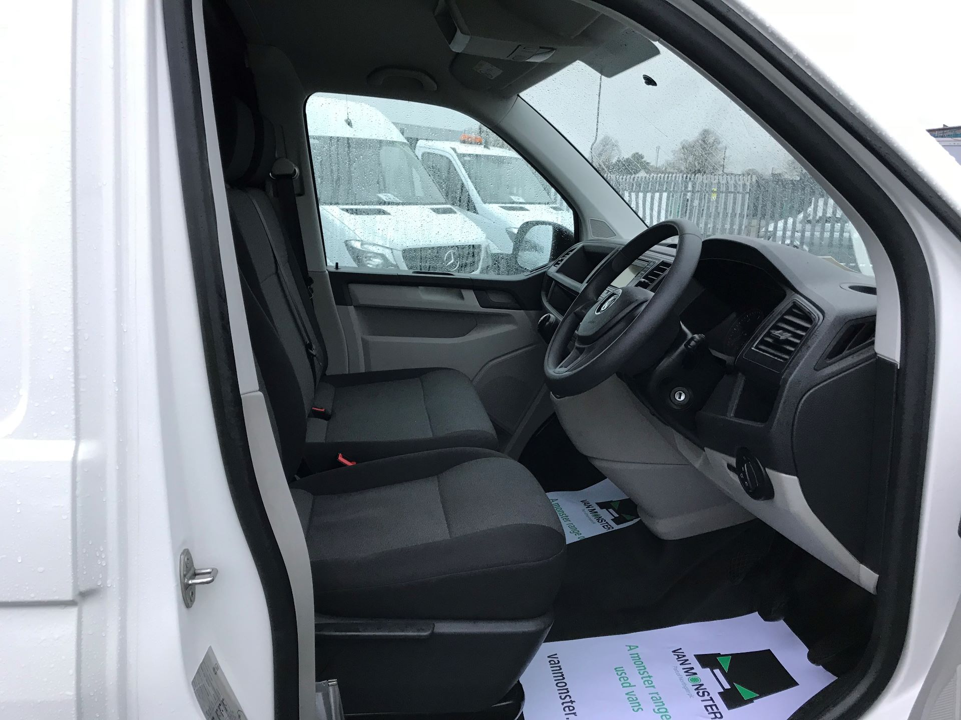 2017 Volkswagen Transporter  2.0  102PS T28 S-LINE TDI BMT EURO 6  (GJ67UFH) Image 21