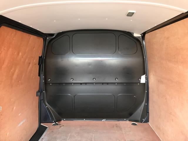 2019 Volkswagen Transporter 2.0 Tdi Bmt 150 Highline Van Euro 6 (GJ69BBZ) Image 35