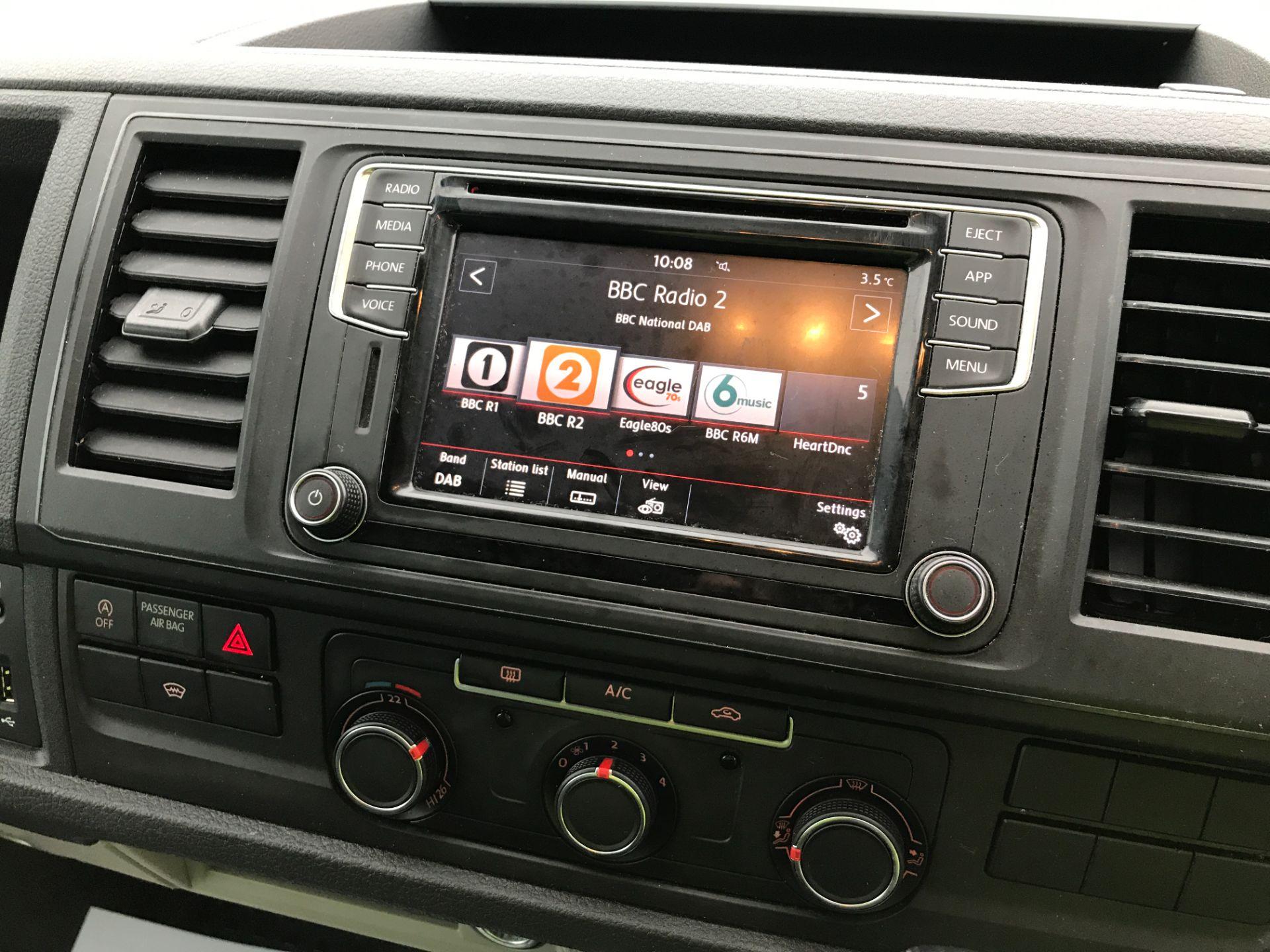2019 Volkswagen Transporter T32 T6 SWB 2.0TDI BMT 150PS HIGHLINE KOMBI DSG EURO 6 (GJ69EHP) Image 3