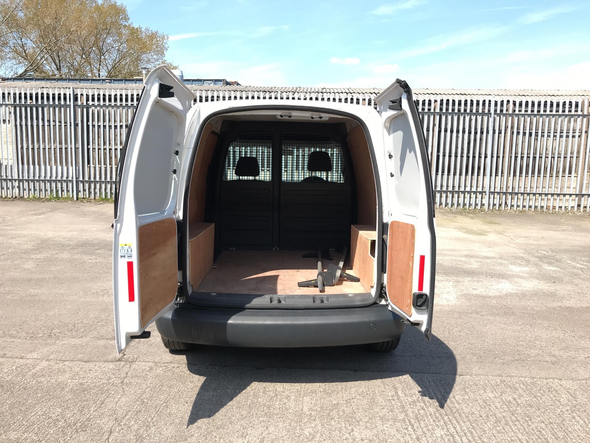 2015 Volkswagen Caddy  1.6TDI 75PS STARTLINE EURO 5 (GK15XME) Image 16