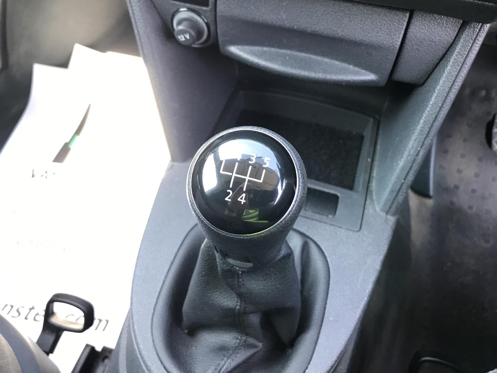 2015 Volkswagen Caddy  1.6TDI 75PS STARTLINE EURO 5 (GK15XME) Image 11