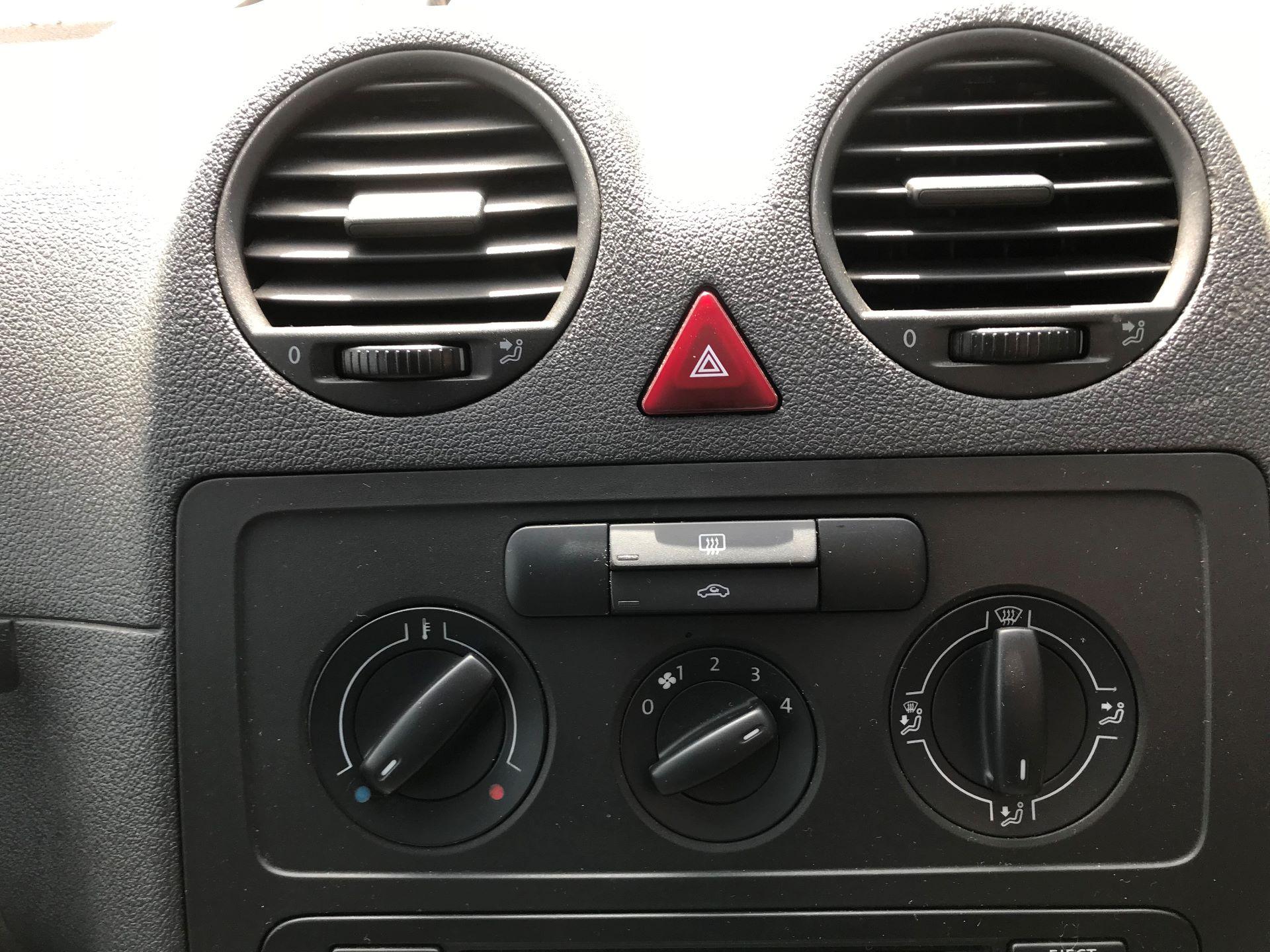 2015 Volkswagen Caddy  1.6 75PS STARTLINE EURO 5 (GK15XMU) Image 3