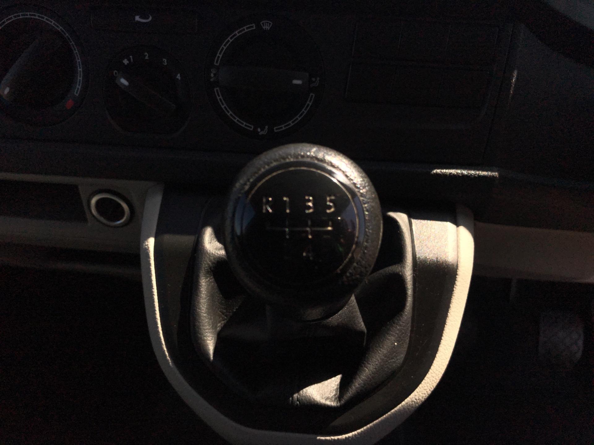2017 Volkswagen Transporter T28 SWB DIESEL 2.0 TDI BMT 102 STARTLINE VAN EURO 6 (GK17SKZ) Image 11