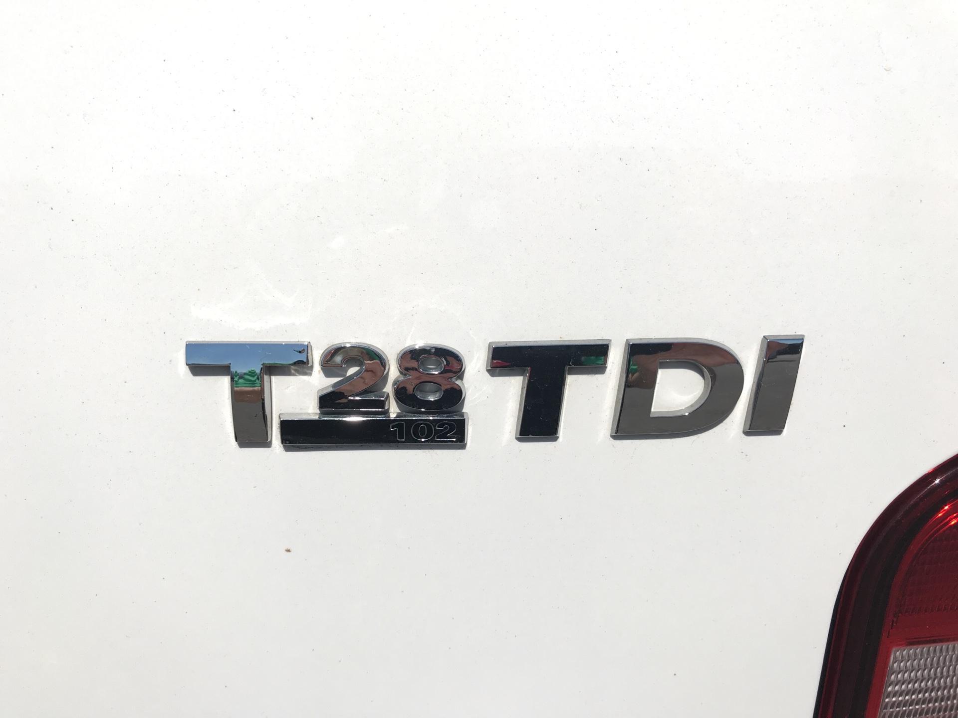 2017 Volkswagen Transporter T28 SWB DIESEL 2.0 TDI BMT 102 STARTLINE VAN EURO 6 (GK17SKZ) Image 18