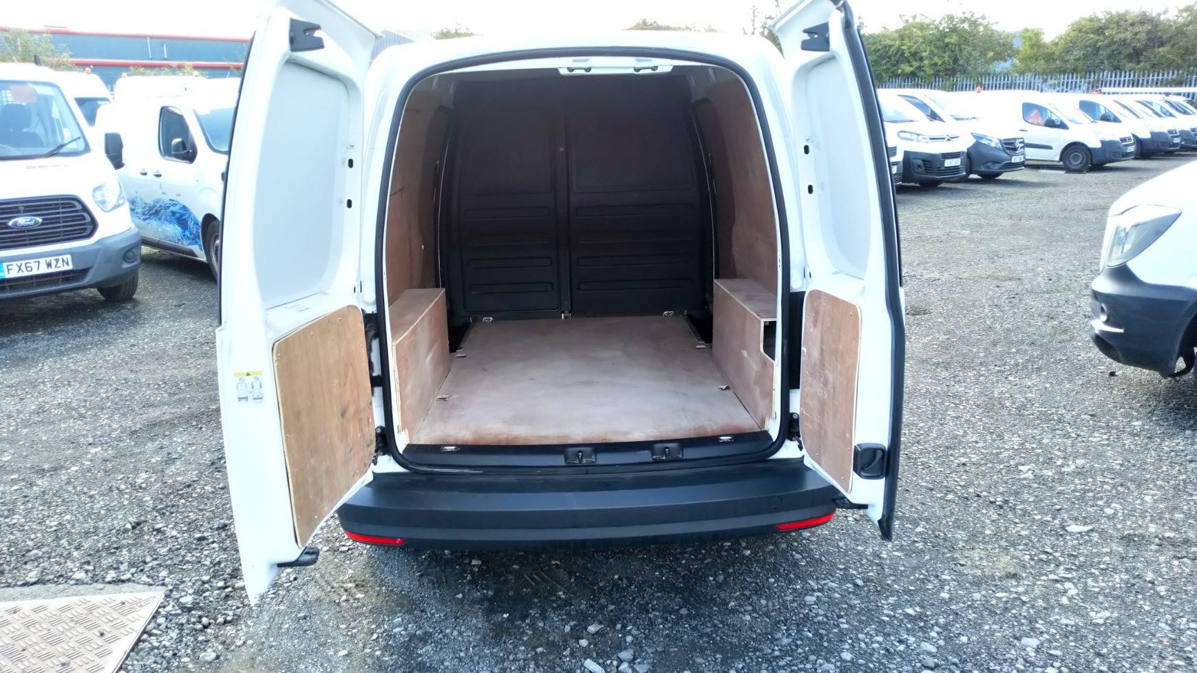 2017 Volkswagen Caddy Maxi 2.0 Tdi Bluemotion Tech 102Ps Startline Van  (GK17VCT) Image 9