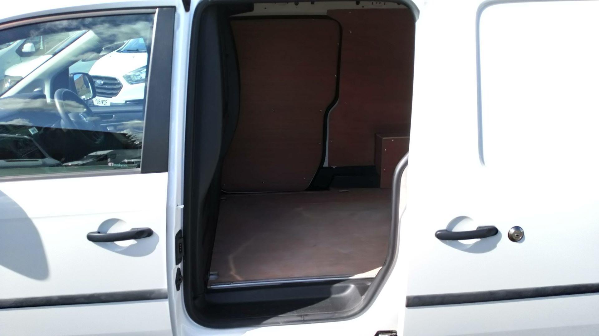 2017 Volkswagen Caddy Maxi 2.0 Tdi Bluemotion Tech 102Ps Startline Van  (GK17VCT) Image 10