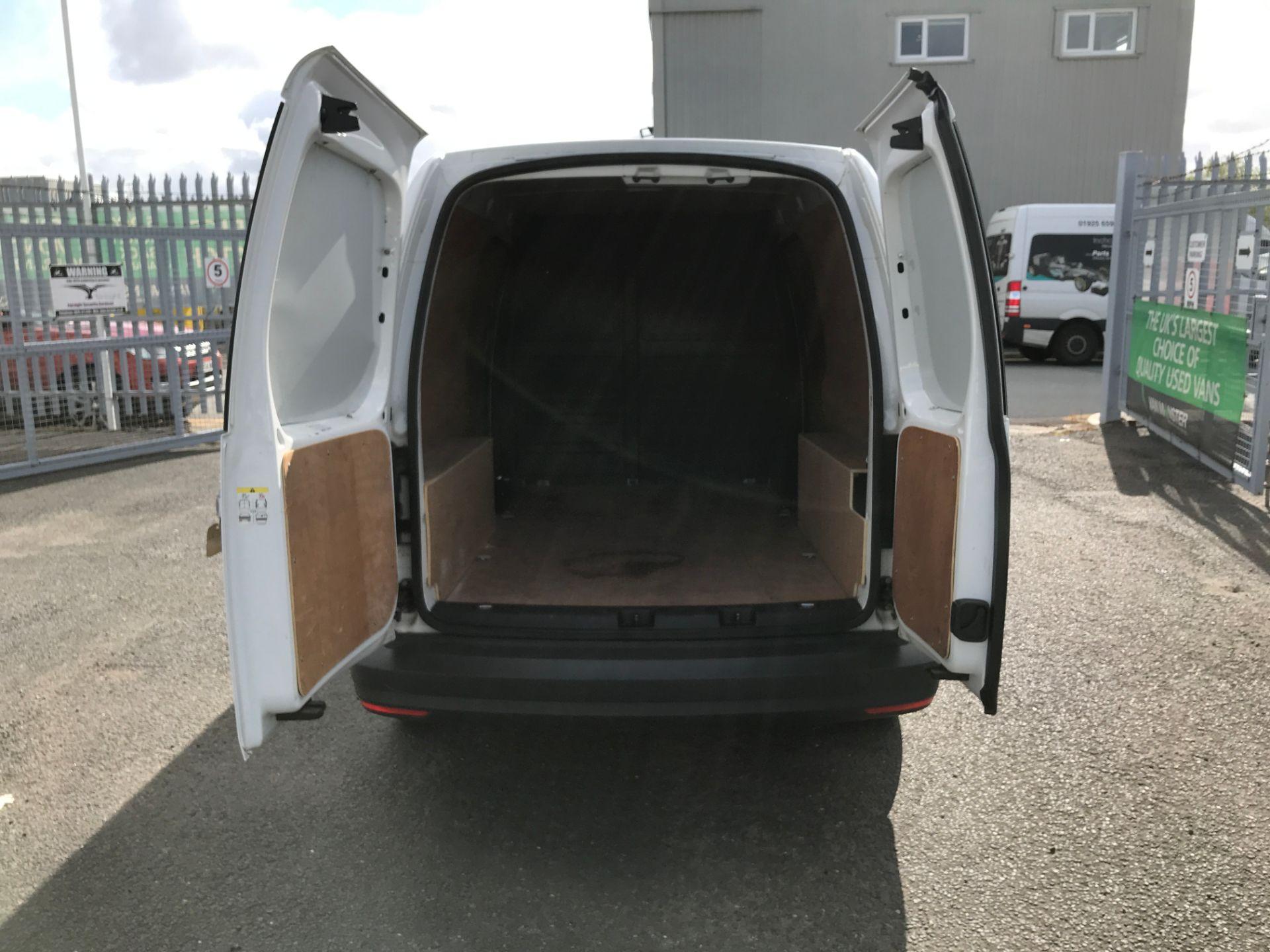 2017 Volkswagen Caddy Maxi 2.0TDI BLUEMOTION TECH 102PS STARTLINE EURO 6 (GK17VFP) Image 17