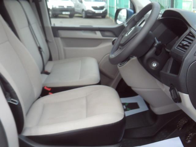 2017 Volkswagen Transporter T28 T6 2.0tdi swb 102ps Trendline Air Con (GK17XOP) Image 8