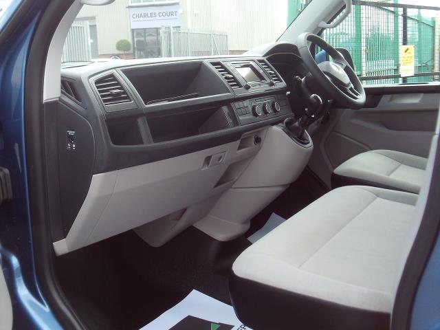 2017 Volkswagen Transporter T28 T6 2.0tdi swb 102ps Trendline Air Con (GK17XOP) Image 14