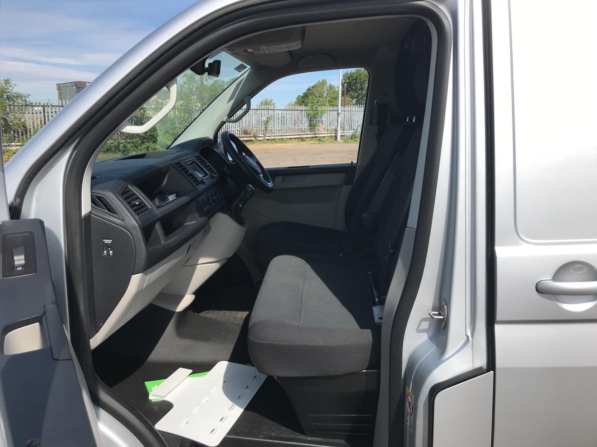 2018 Volkswagen Transporter  T28 SWB DIESEL 2.0 TDI BMT 102 HIGHLINE VAN EURO 6  (GK18KNW) Image 14
