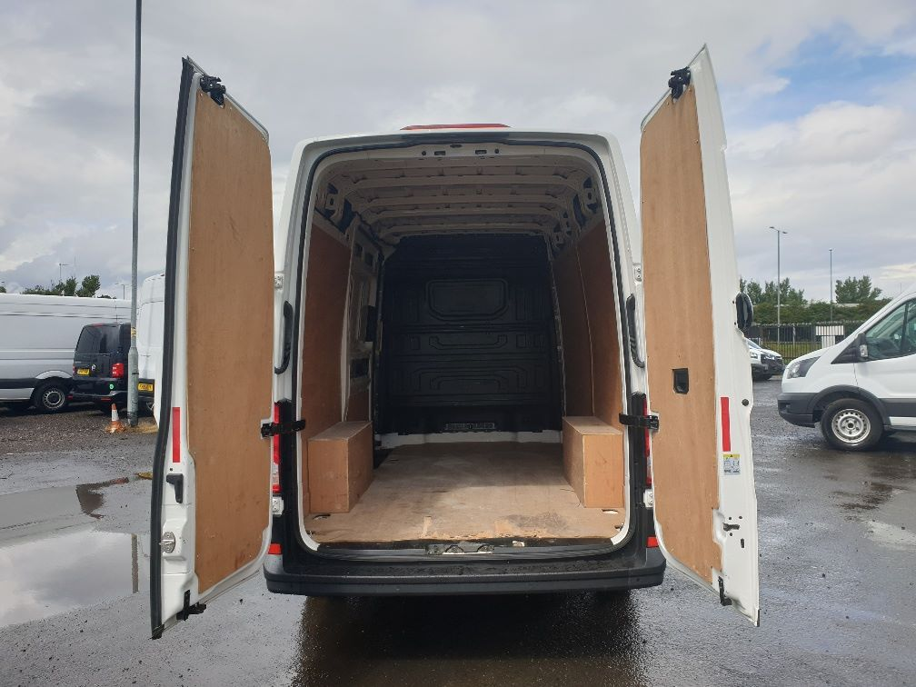 2018 Volkswagen Crafter CR35 2.0 TDI MWB HIGH ROOF 140PS STARTLINE EURO 6 (GK18ONL) Thumbnail 11