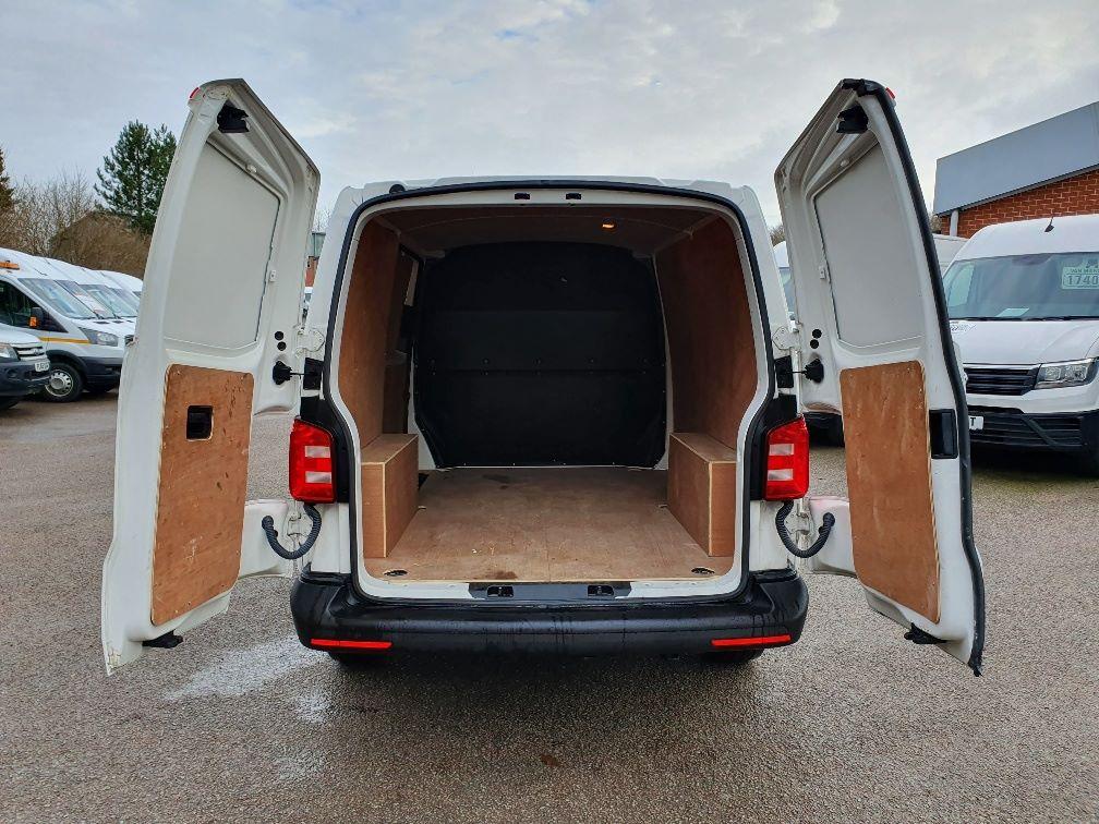 2018 Volkswagen Transporter  T30 SWB DIESEL 2.0 TDI BMT 102 STARTLINE VAN EURO 6 (GK18UMO) Image 11