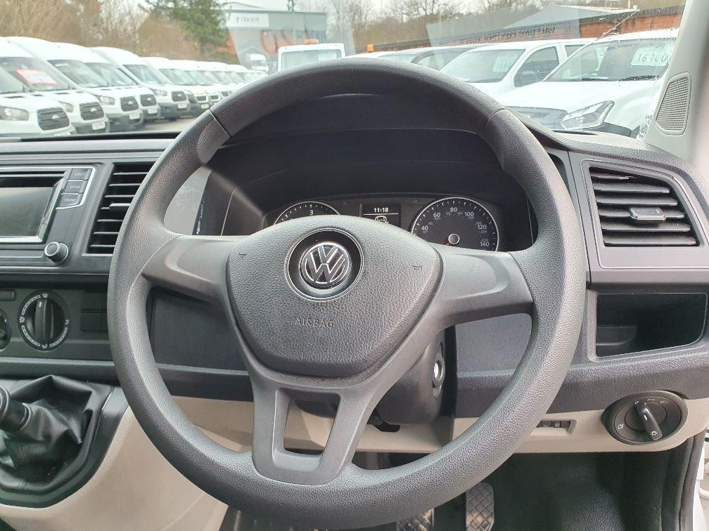 2018 Volkswagen Transporter  T30 SWB DIESEL 2.0 TDI BMT 102 STARTLINE VAN EURO 6 (GK18UMO) Image 9