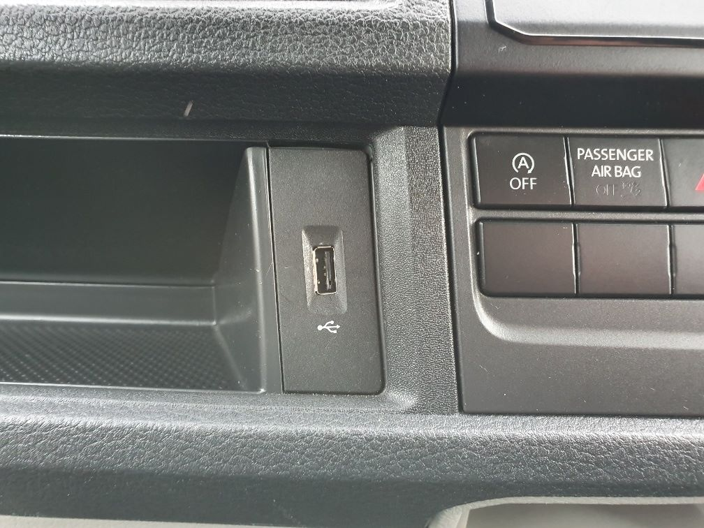 2018 Volkswagen Transporter  T30 SWB DIESEL 2.0 TDI BMT 102 STARTLINE VAN EURO 6 (GK18UMO) Image 18
