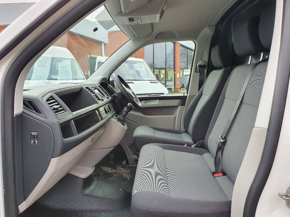 2018 Volkswagen Transporter  T30 SWB DIESEL 2.0 TDI BMT 102 STARTLINE VAN EURO 6 (GK18UMO) Image 16