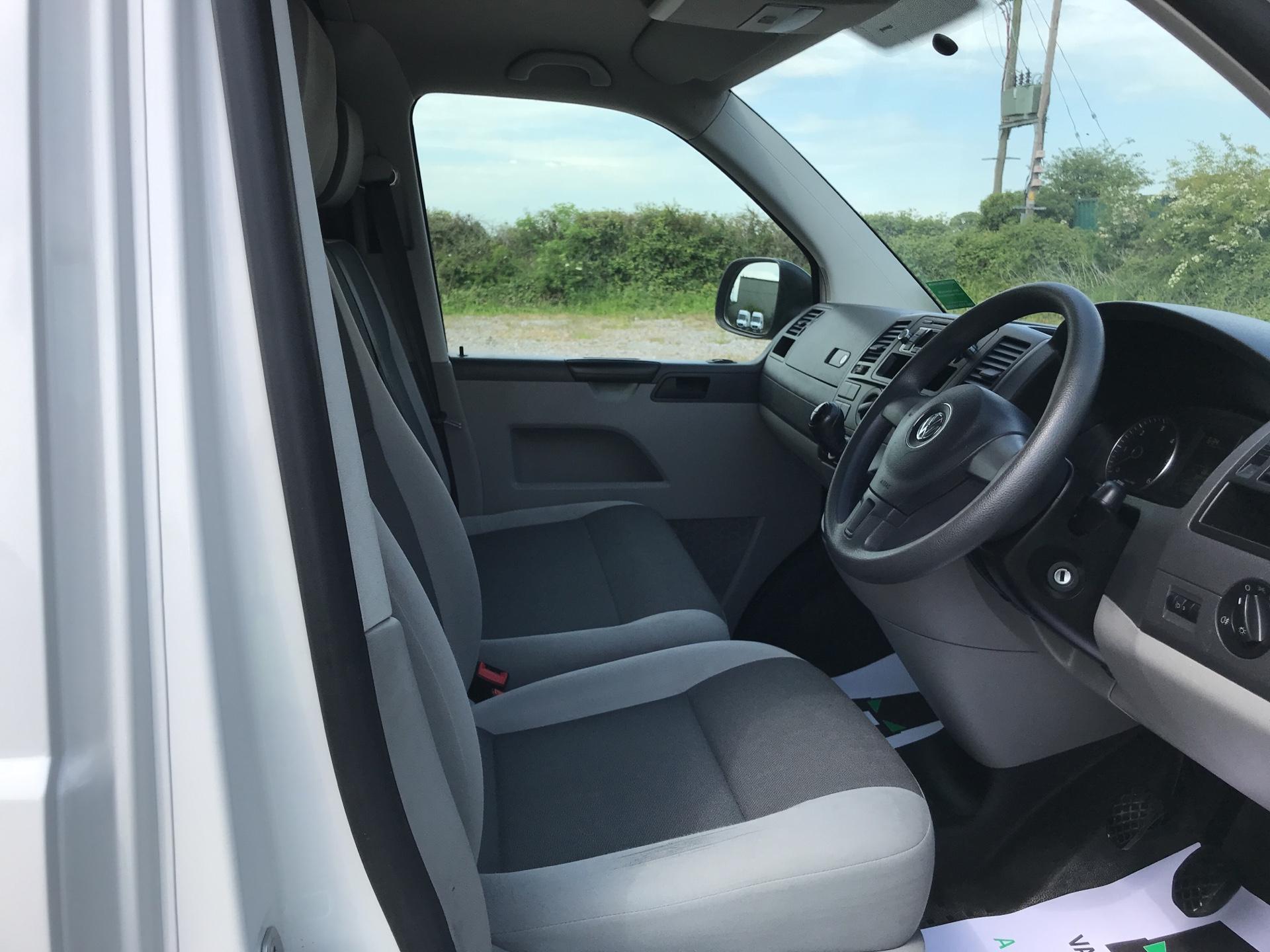 2015 Volkswagen Transporter T28 Startline Van SWB (GK65VZB) Image 9