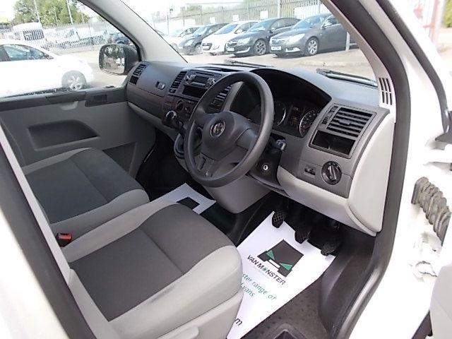 2015 Volkswagen Transporter  T28 SWB DIESEL 2.0 TDI 102PS STARTLINE EURO 5 (GK65VZC) Image 19