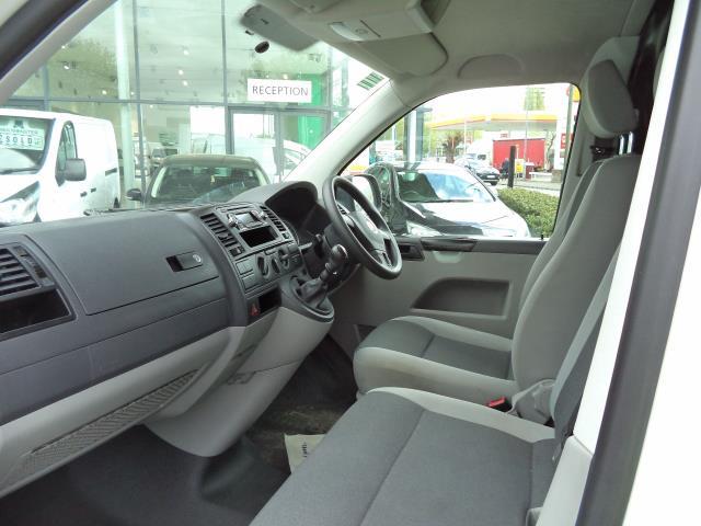2015 Volkswagen Transporter  L1 H1 T28 DIESEL 2.0TDI 102PS STARTLINE VAN EURO 5 (GK65WCA) Image 9