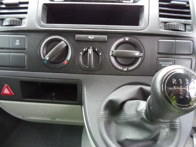 2015 Volkswagen Transporter  T28 SWB DIESEL 2.0 TDI 102PS STARTLINE EURO 5 (GK65WCA) Image 14