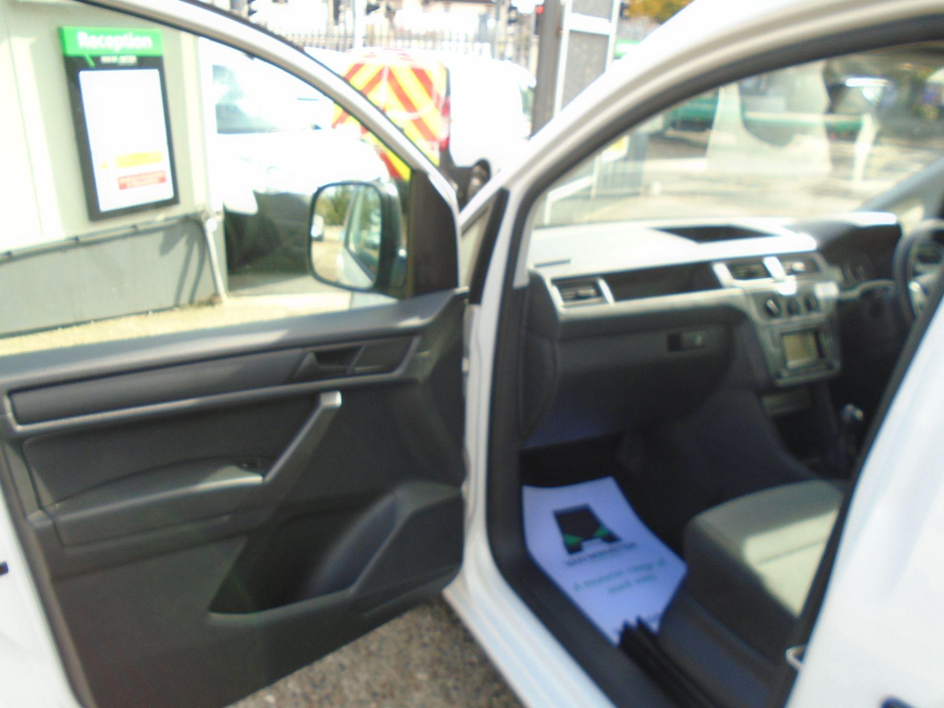 2016 Volkswagen Caddy 2.0 Tdi Bluemotion Tech 102Ps Startline Van (GK66XFR) Image 16